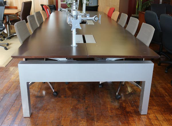 Knoll Autostrada Traders Desk with Six Stations (Used)