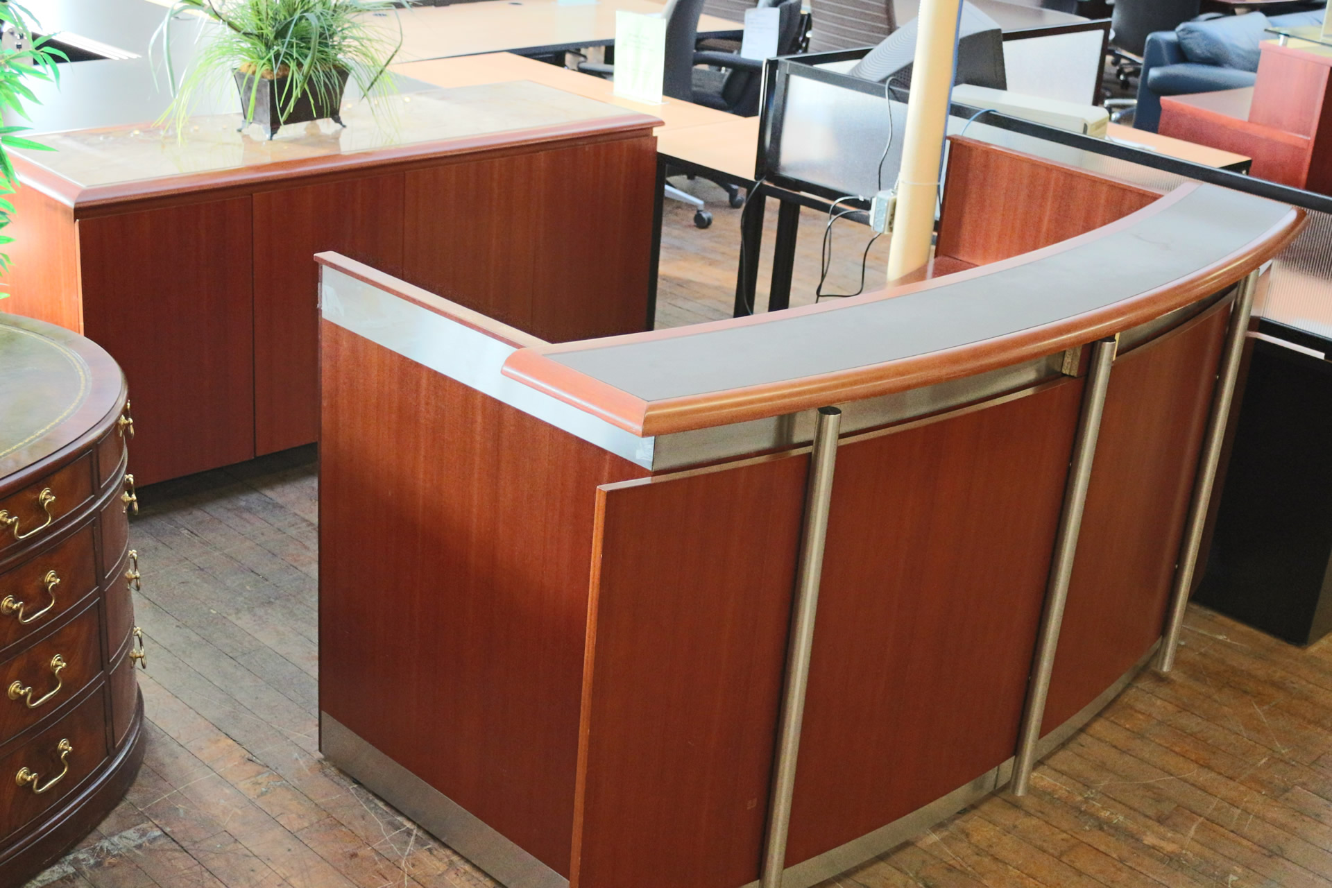 Wall Goldfinger Cherry Arc Reception Desk