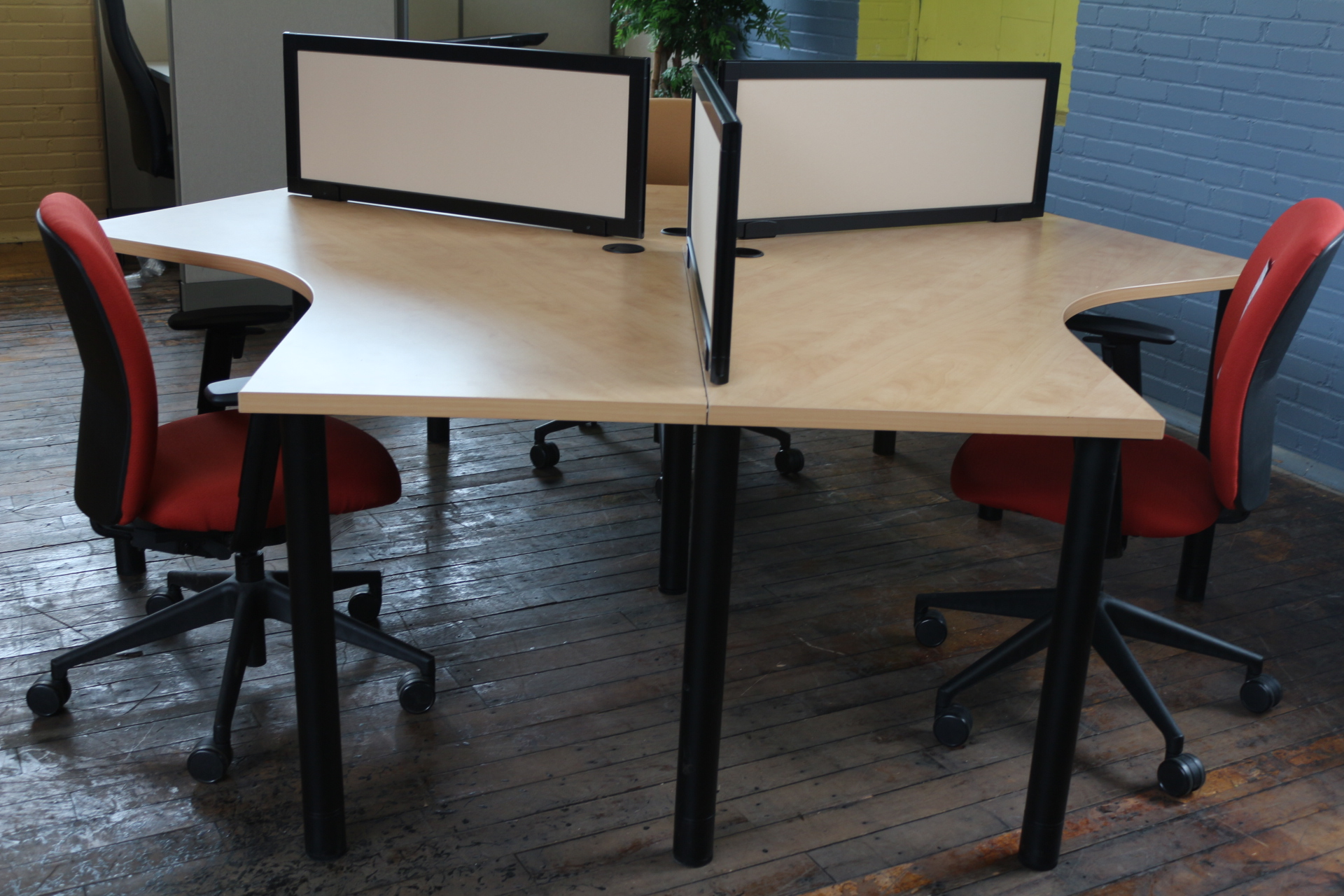 Open plan workstations with Turnstone worksurfaces