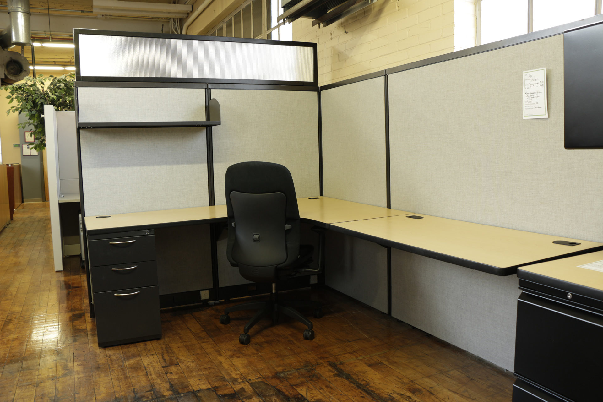 Used 6'x8′ AIS Gray and Black MWall Cubicles