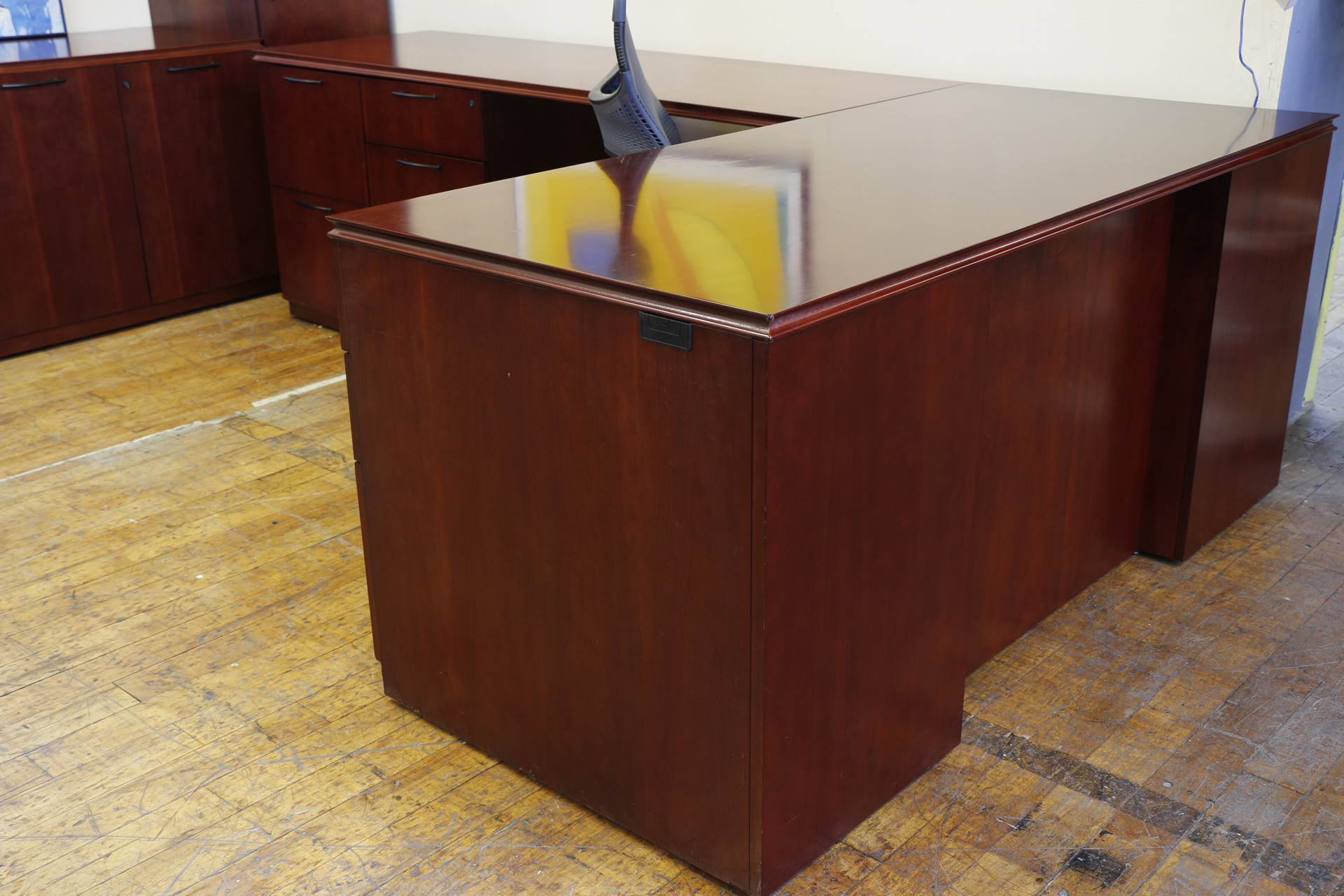 Paoli Medium Cherry L-Desk