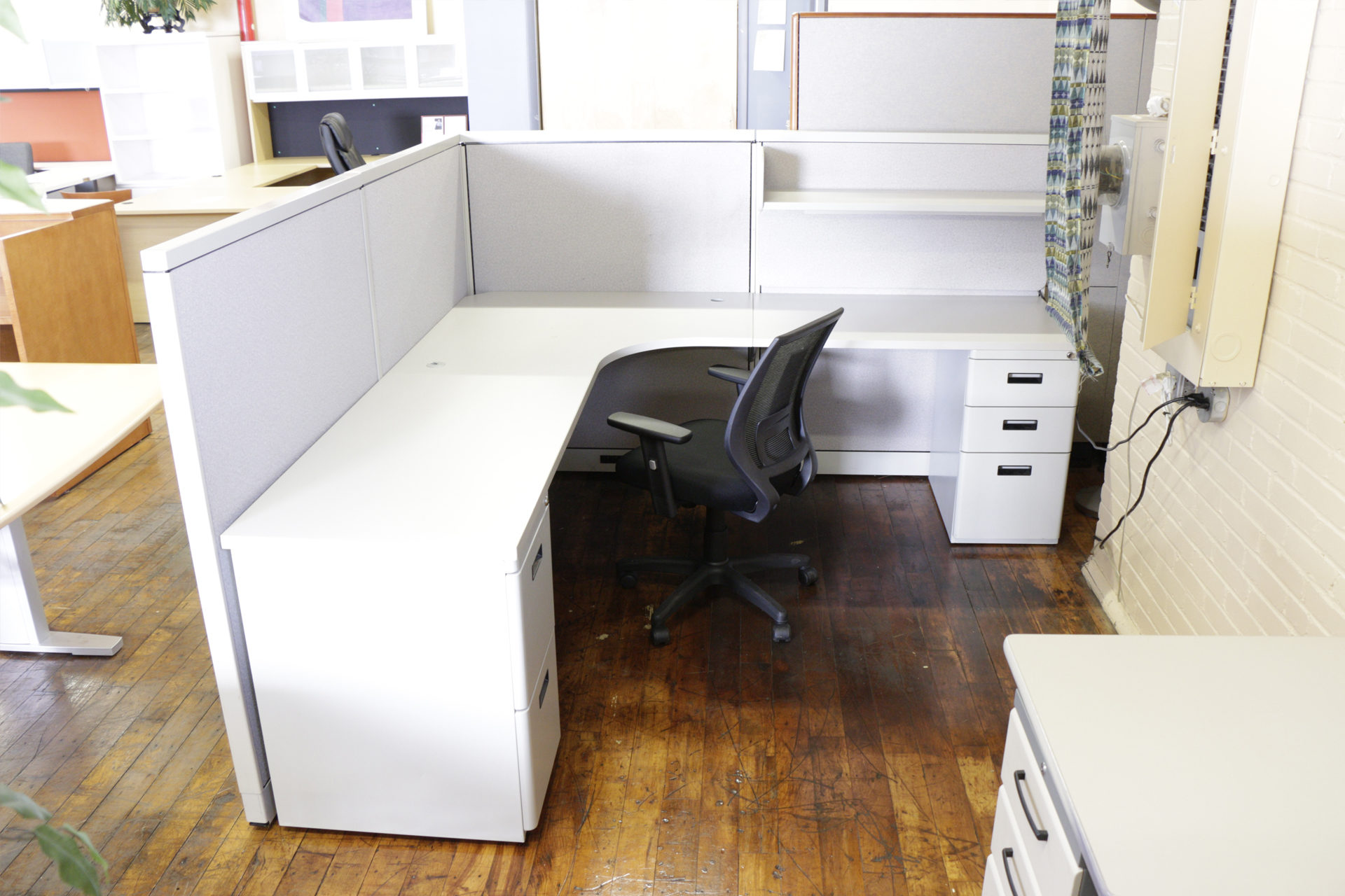 Gray AIS MWall 7′ x 7′ Cubicles (Used)