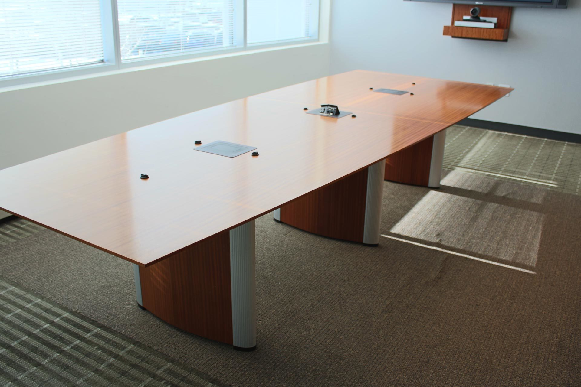 Used Nienkamper Vox Conference Tables with forums