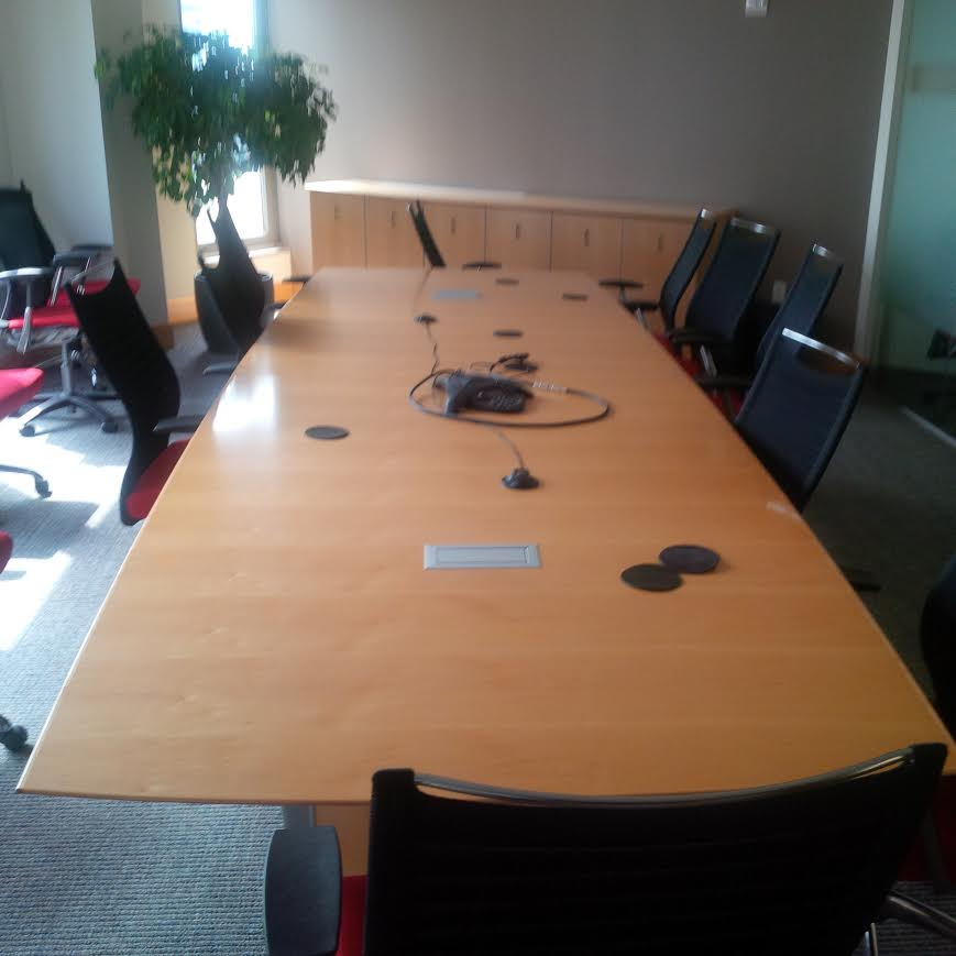 Nucraft Saber 14′ Boat Shaped Maple Conference Table