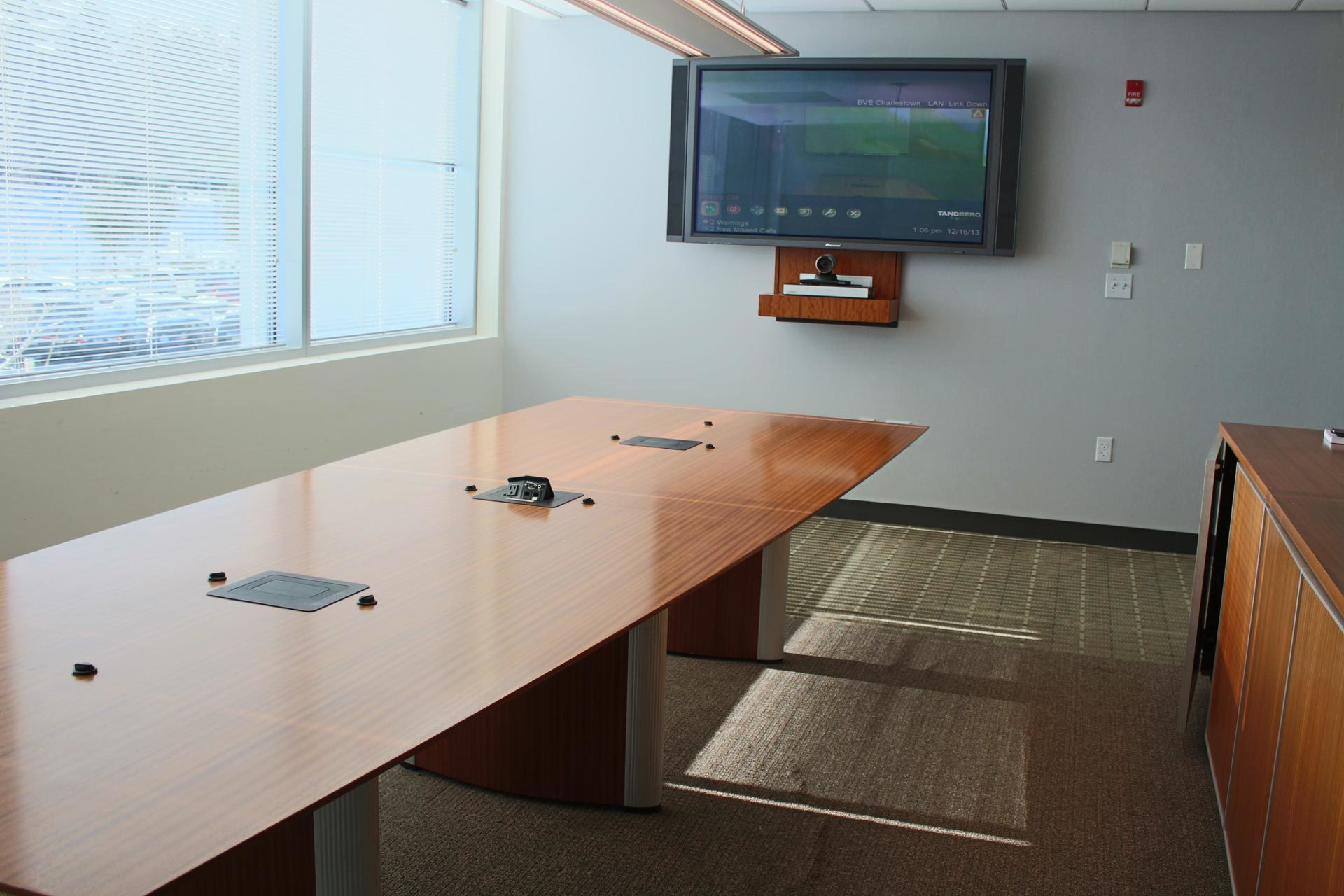 Nienkamper Vox Conference Tables With Forums Peartree Office Furniture - Vox conference table