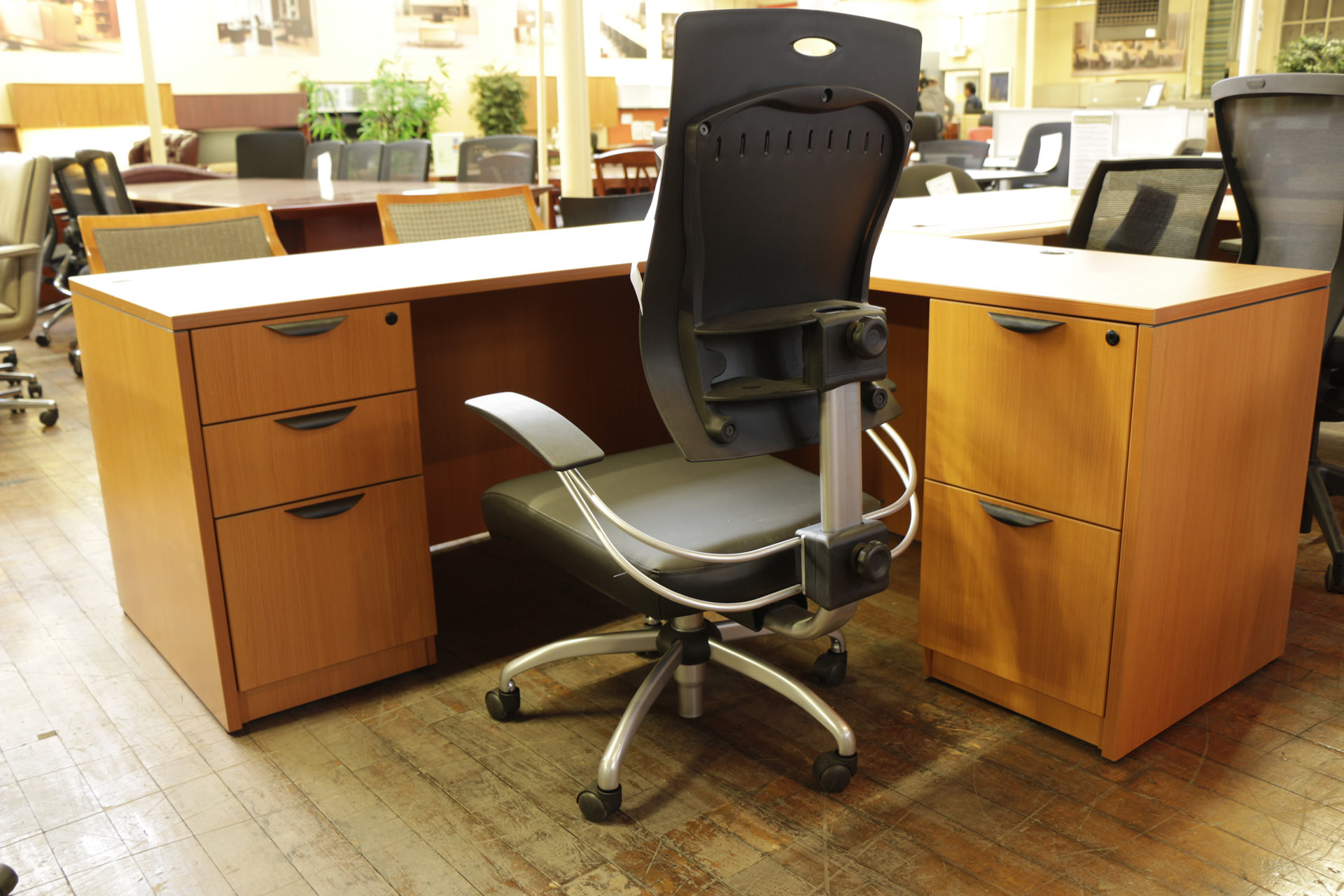 New 'Astro' Leatherette Adjustable Desk Chair