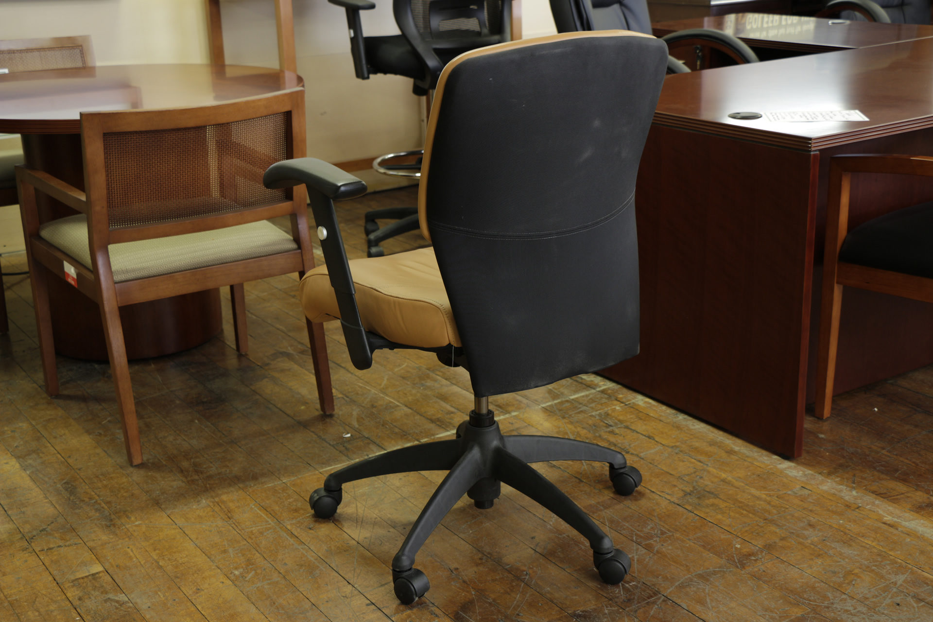 SitOnIt Leader Mid-Back Toffee Task Chairs