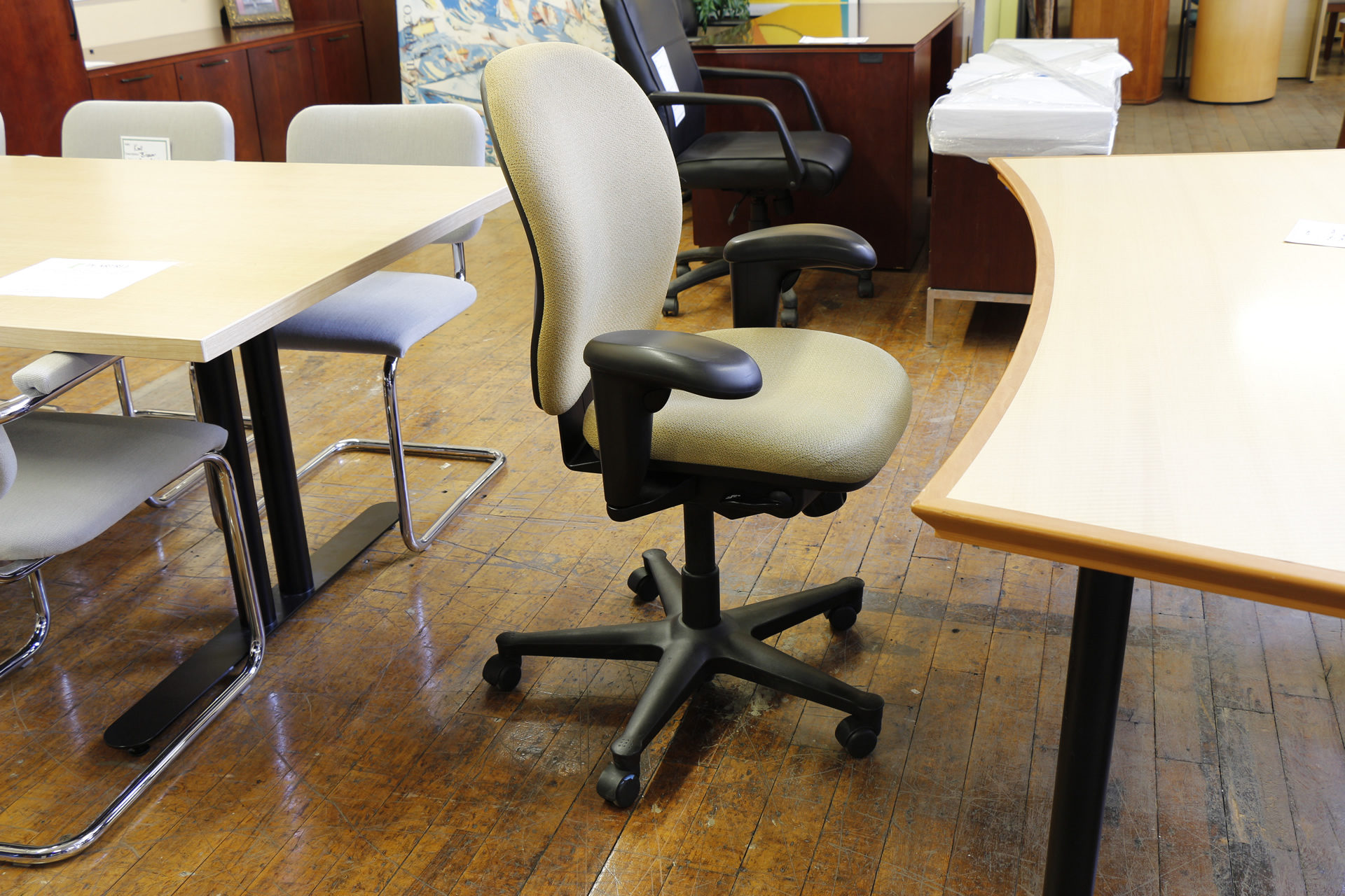 Herman Miller Ambi Chairs – Fully Adjustable