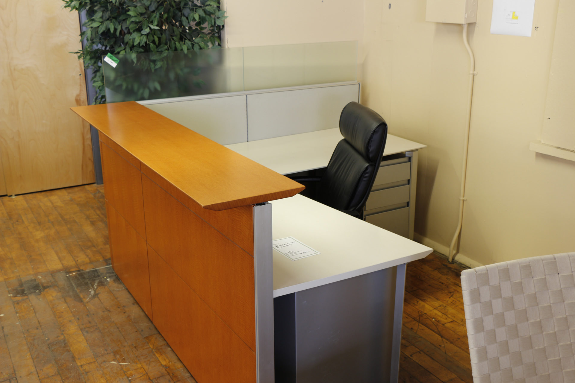 Knoll Reff Anigre 6′ Reception Desks