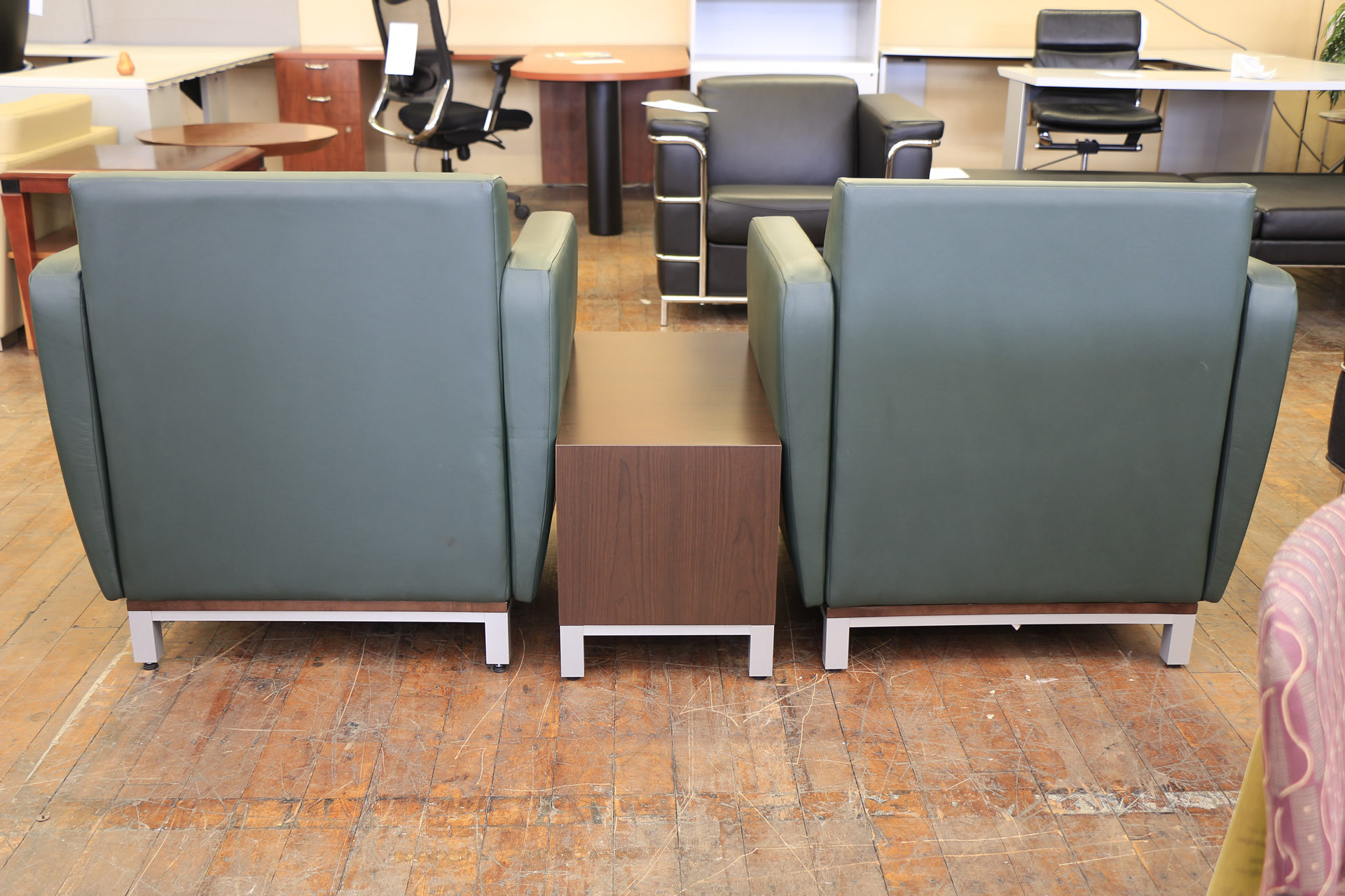 """National """"Swift"""" Forrest Green Leather Club Chair Set with Mocha End Table"""