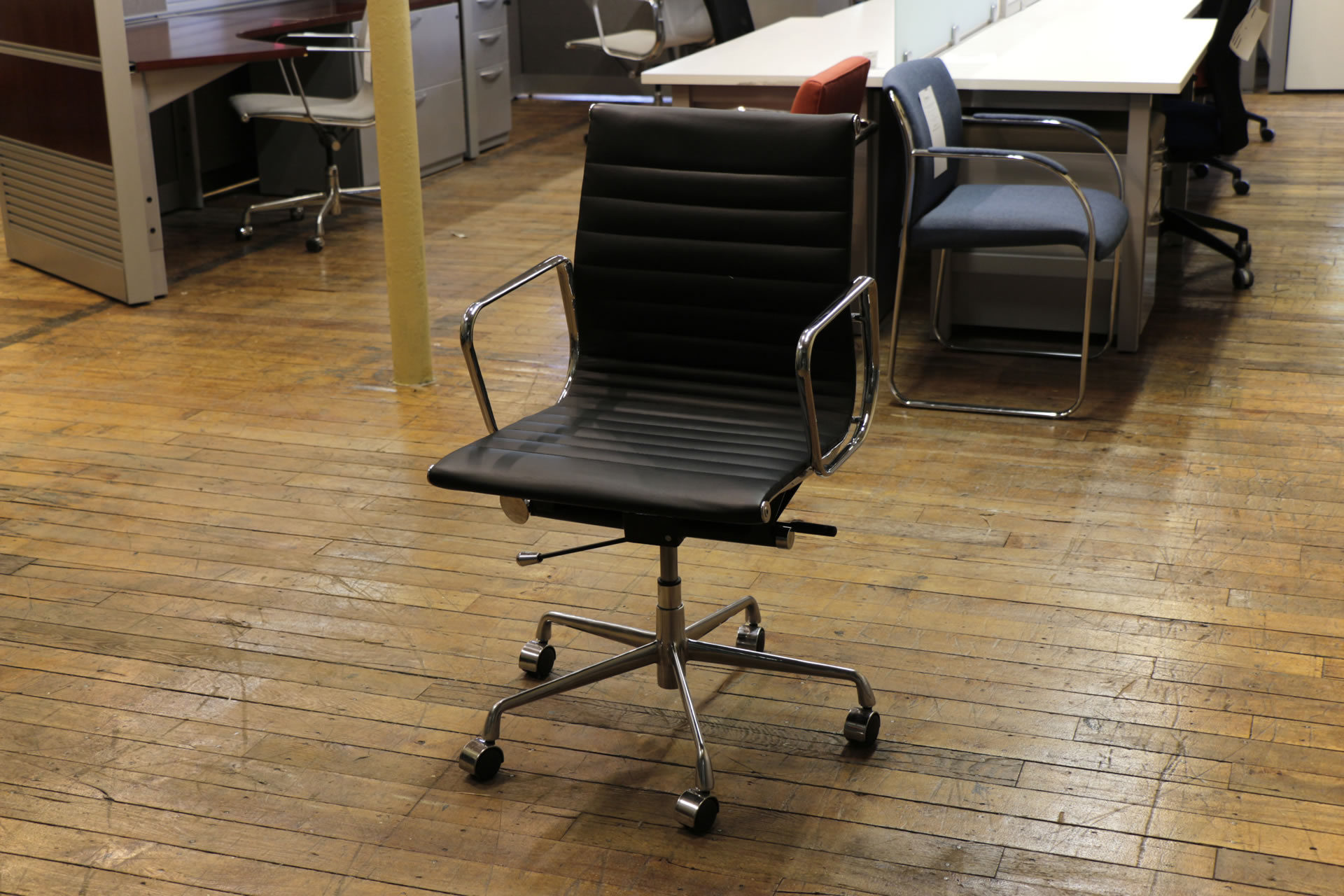 Modterior Black Eames Aluminum Group Style Mid-Back Chairs