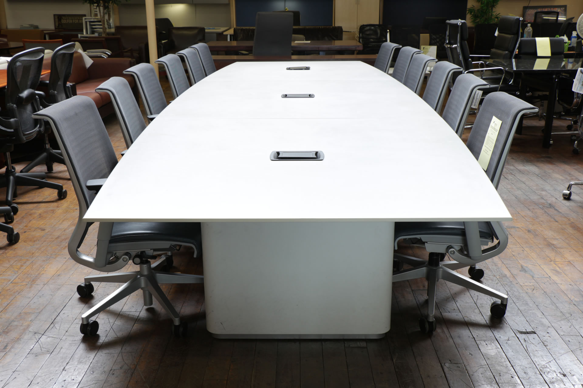 peartreeofficefurniture_peartreeofficefurniture_peartreeofficefurniture_bernhardt-odeon-conference-tables-9-11-153.jpg