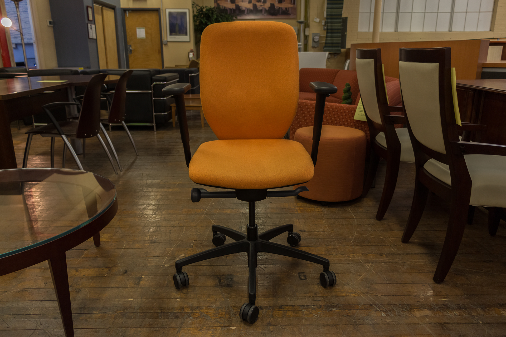 peartreeofficefurniture_peartreeofficefurniture_peartreeofficefurniture_boss-design-multi-function-task-chairs-in-red-blue-and-orange-2.jpg