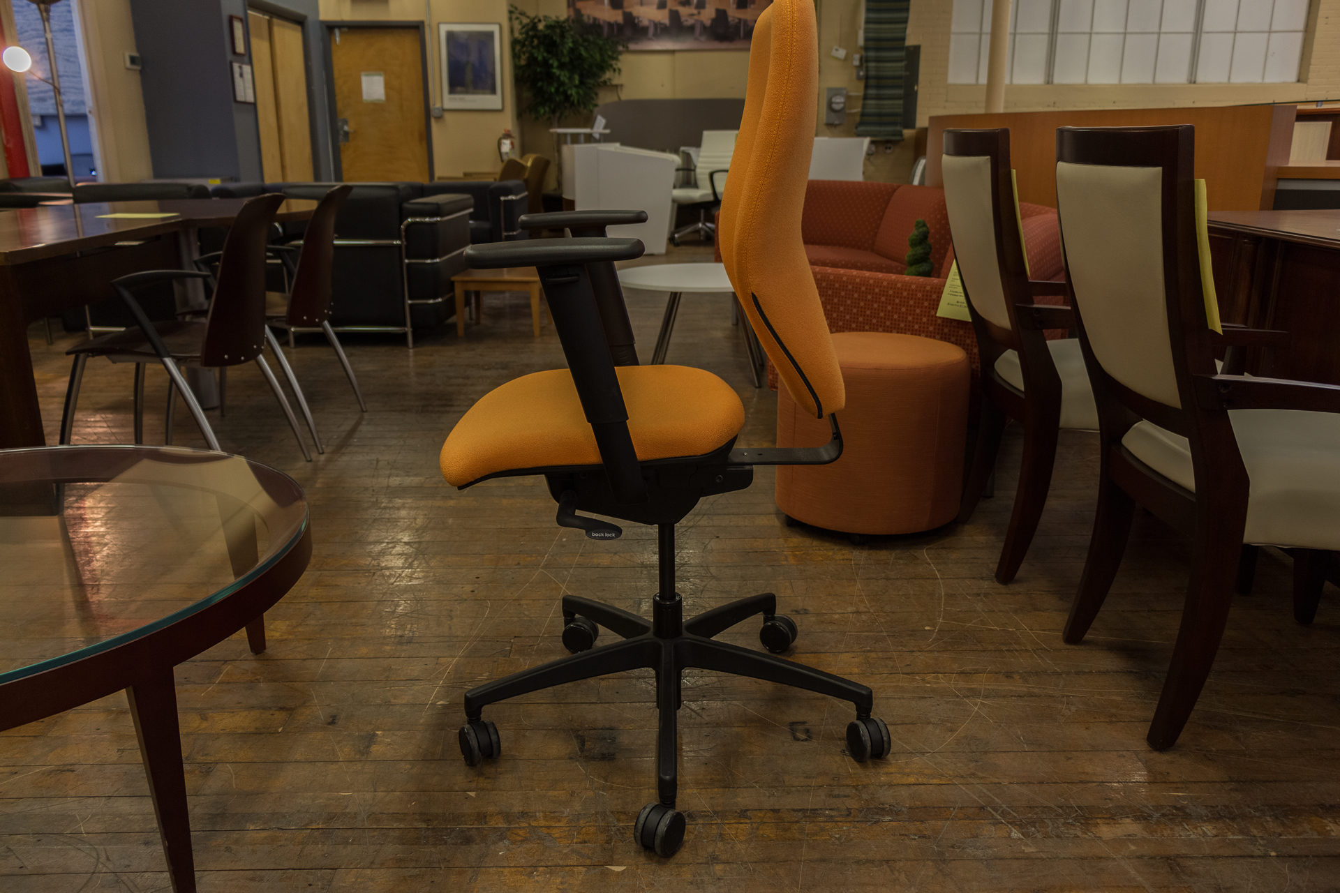 peartreeofficefurniture_peartreeofficefurniture_peartreeofficefurniture_boss-design-multi-function-task-chairs-in-red-blue-and-orange-7.jpg