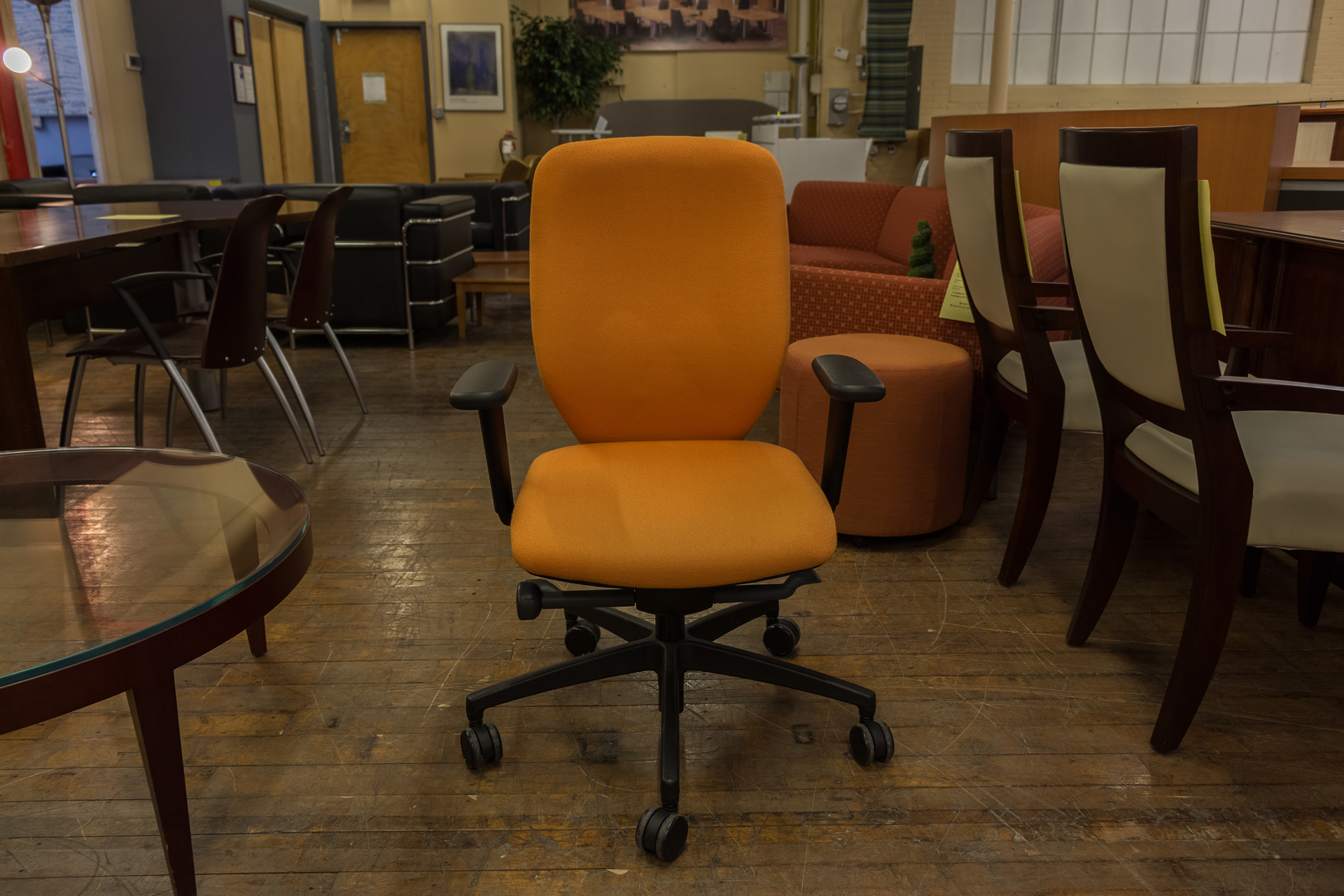 peartreeofficefurniture_peartreeofficefurniture_peartreeofficefurniture_boss-design-multi-function-task-chairs-in-red-blue-and-orange.jpg