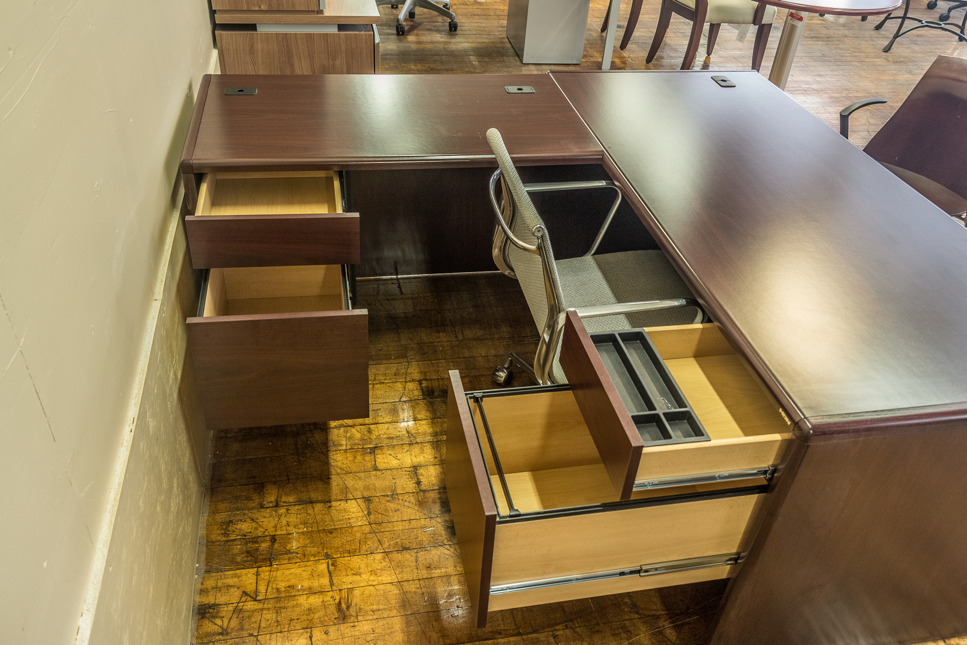 peartreeofficefurniture_peartreeofficefurniture_peartreeofficefurniture_hon-cherry-laminate-l-desks-1.jpg