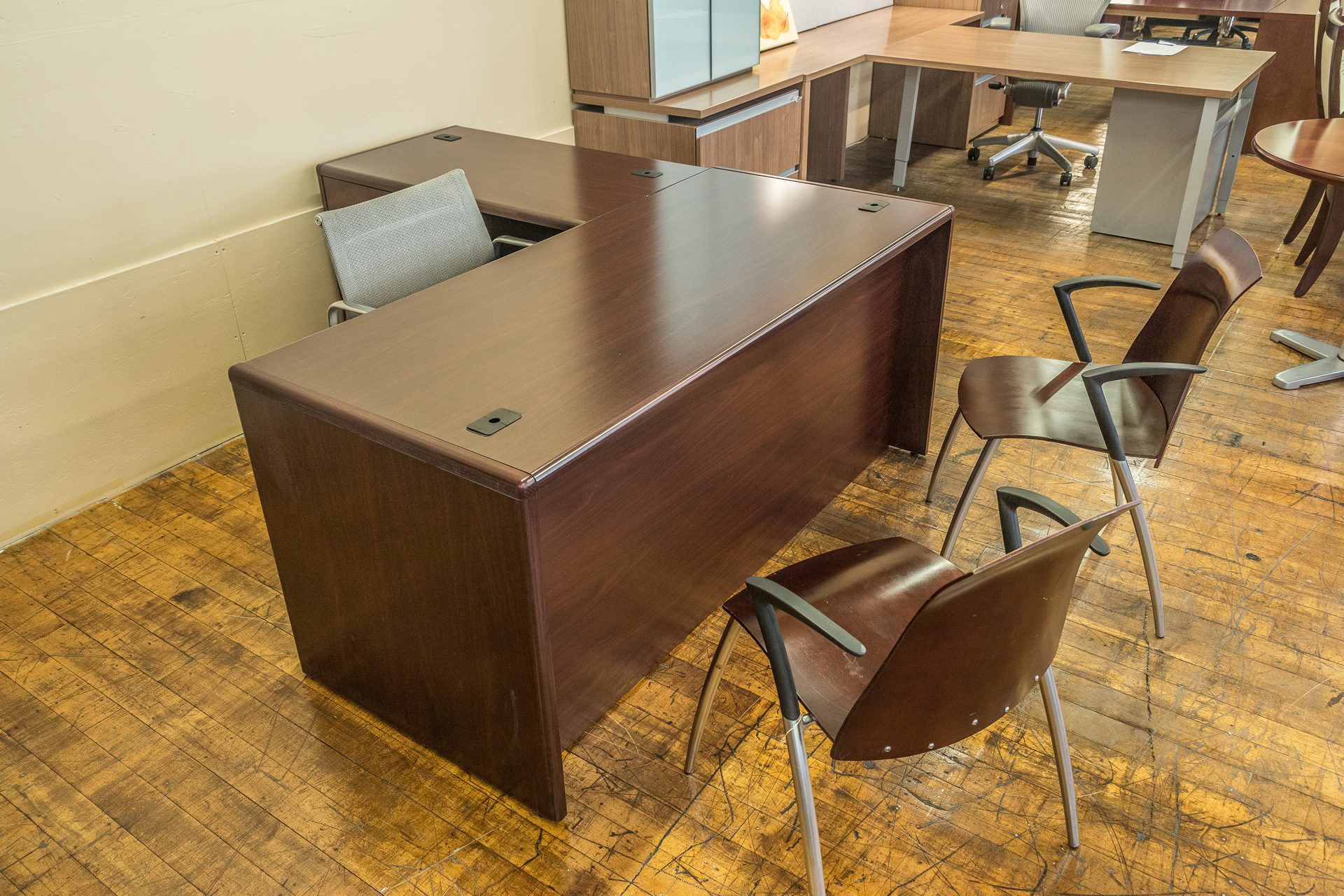 peartreeofficefurniture_peartreeofficefurniture_peartreeofficefurniture_hon-cherry-laminate-l-desks-3.jpg