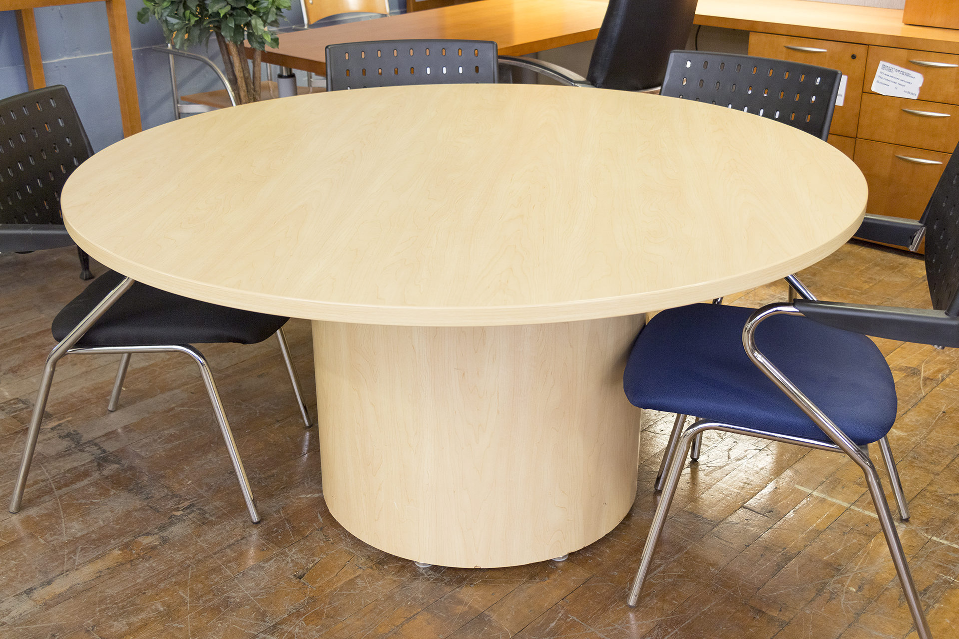 National Hiland 60″ Diameter Honey Maple Round Conference Table