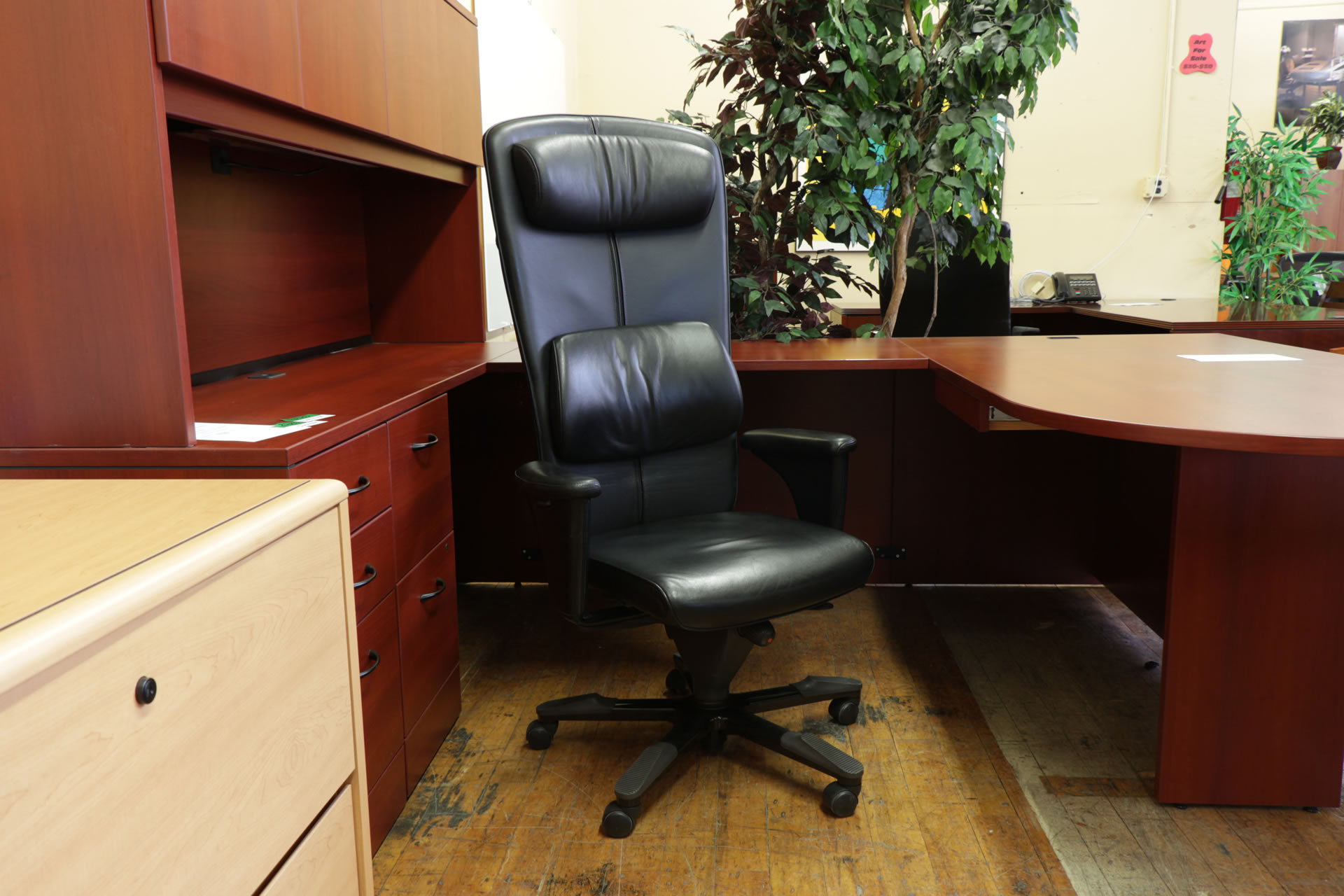HÅG Signét 8700 Black Leather High-Back Executive Chair