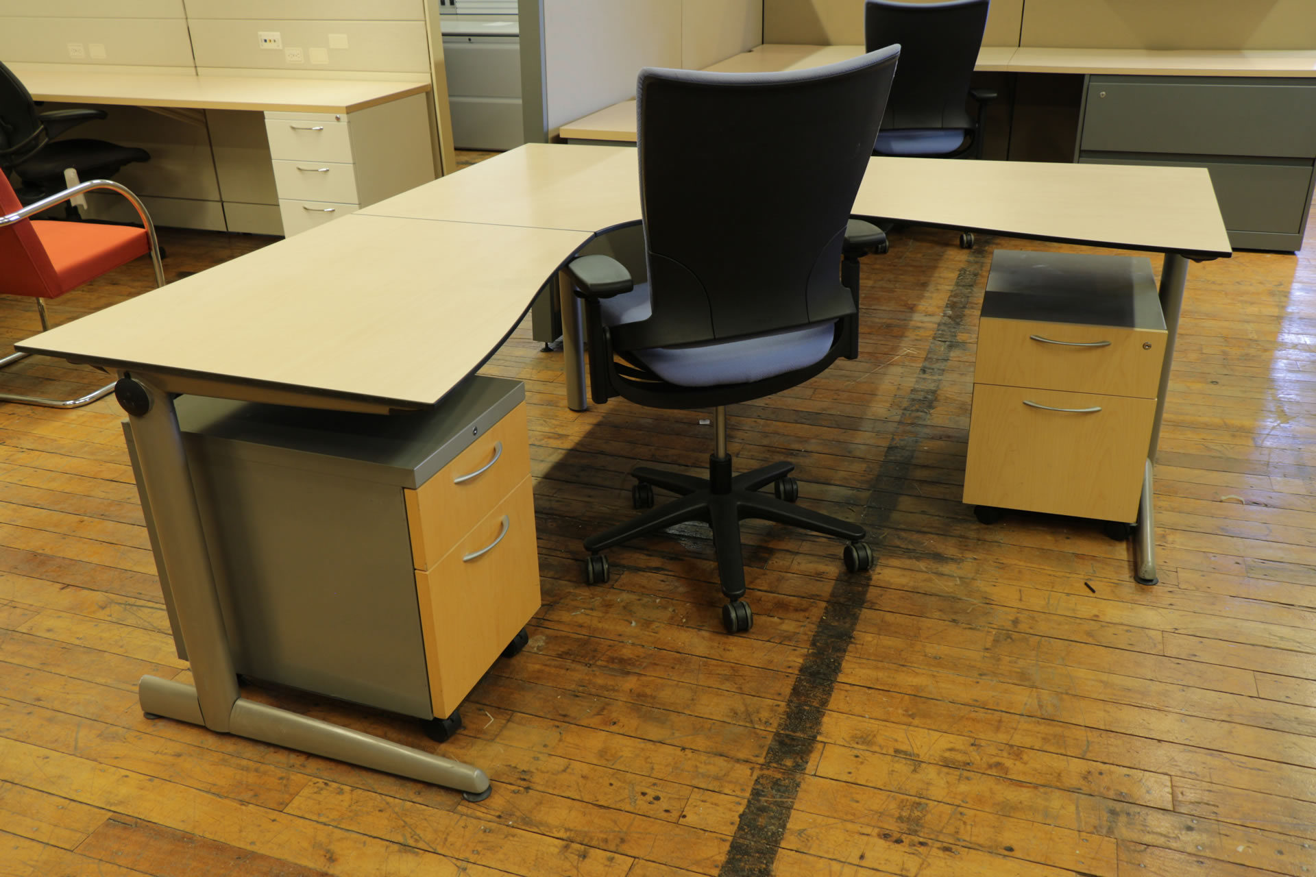 Ahrend 500 Series L-Shaped Maple Desk with Wire Management