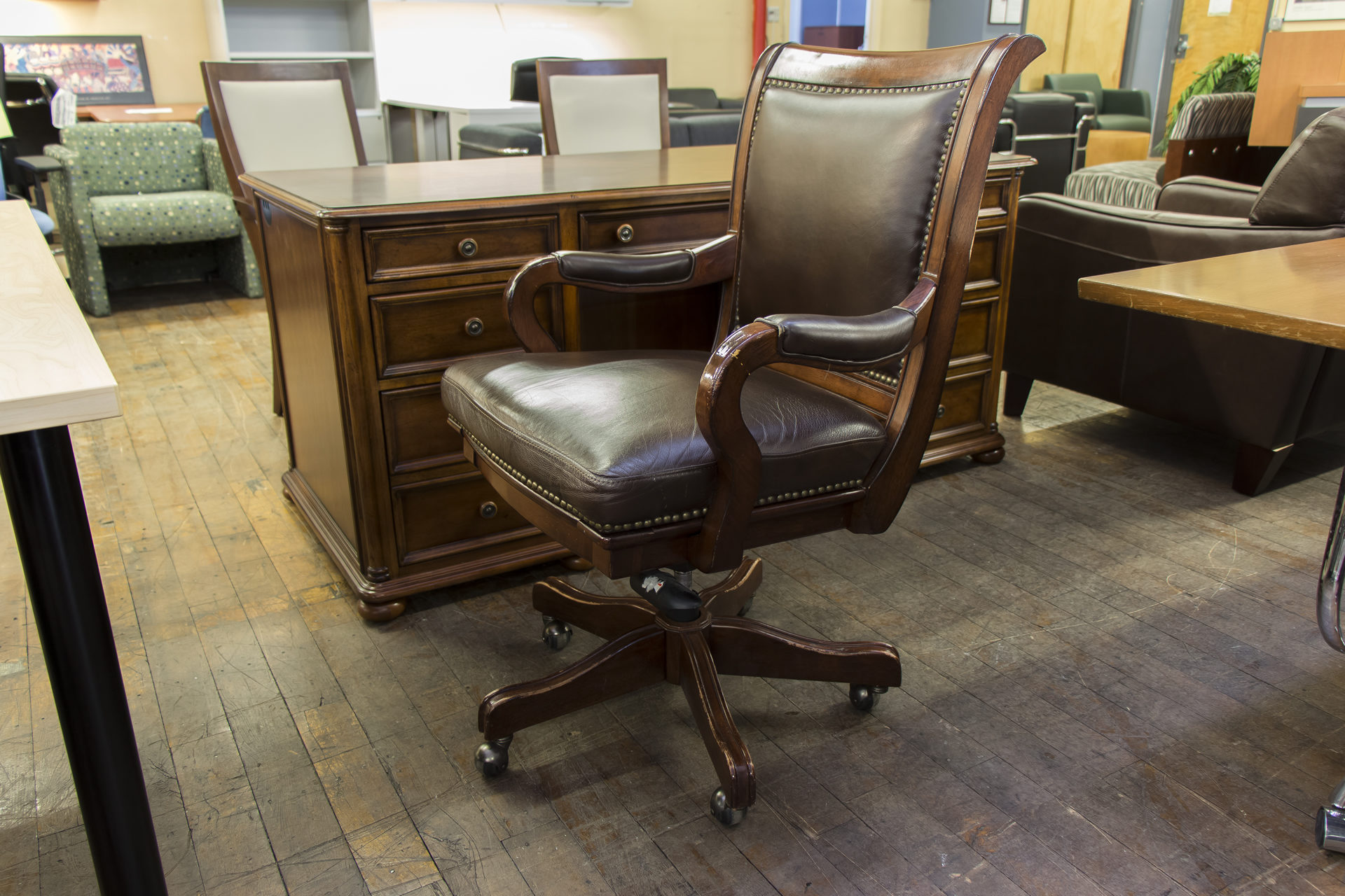 Traditional Wood & Brown Leather Executive Chairs
