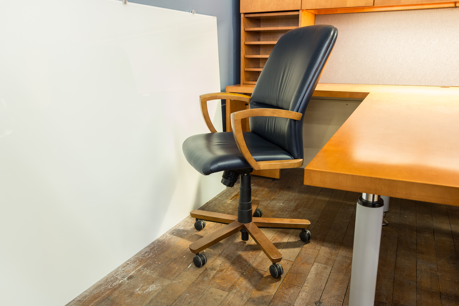 peartreeofficefurniture_peartreeofficefurniture_peartreeofficefurniture_kimball-triumph-leather-executive-conference-chairs-3.jpg