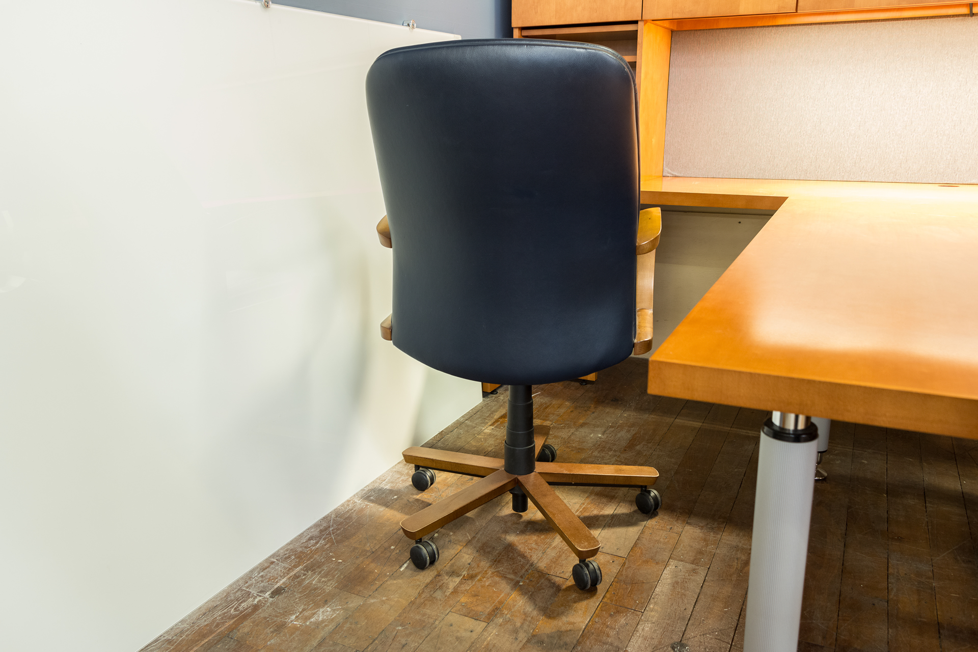 peartreeofficefurniture_peartreeofficefurniture_peartreeofficefurniture_kimball-triumph-leather-executive-conference-chairs-4.jpg