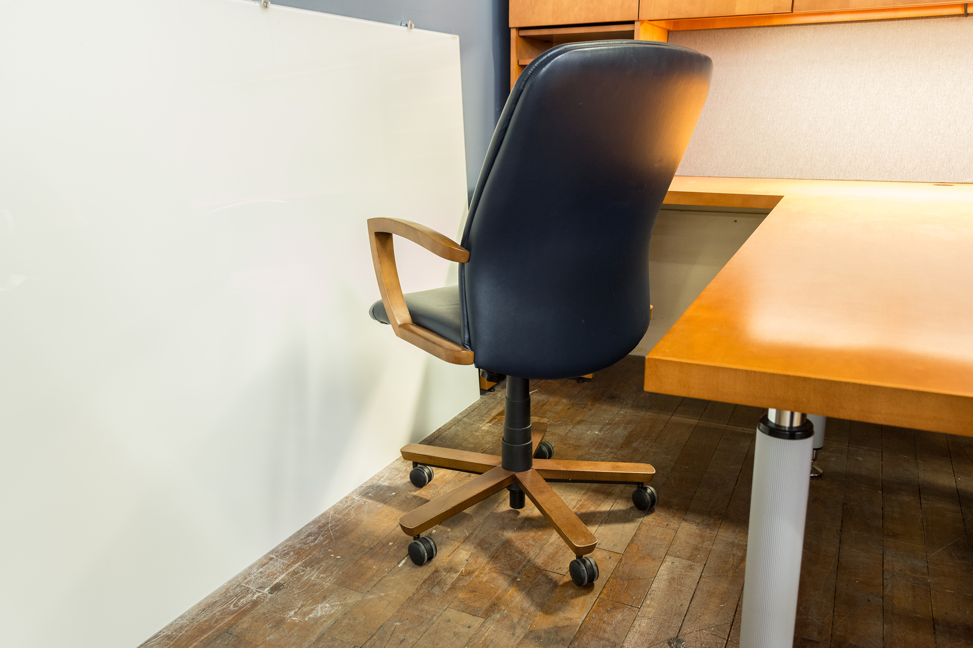 peartreeofficefurniture_peartreeofficefurniture_peartreeofficefurniture_kimball-triumph-leather-executive-conference-chairs-5.jpg