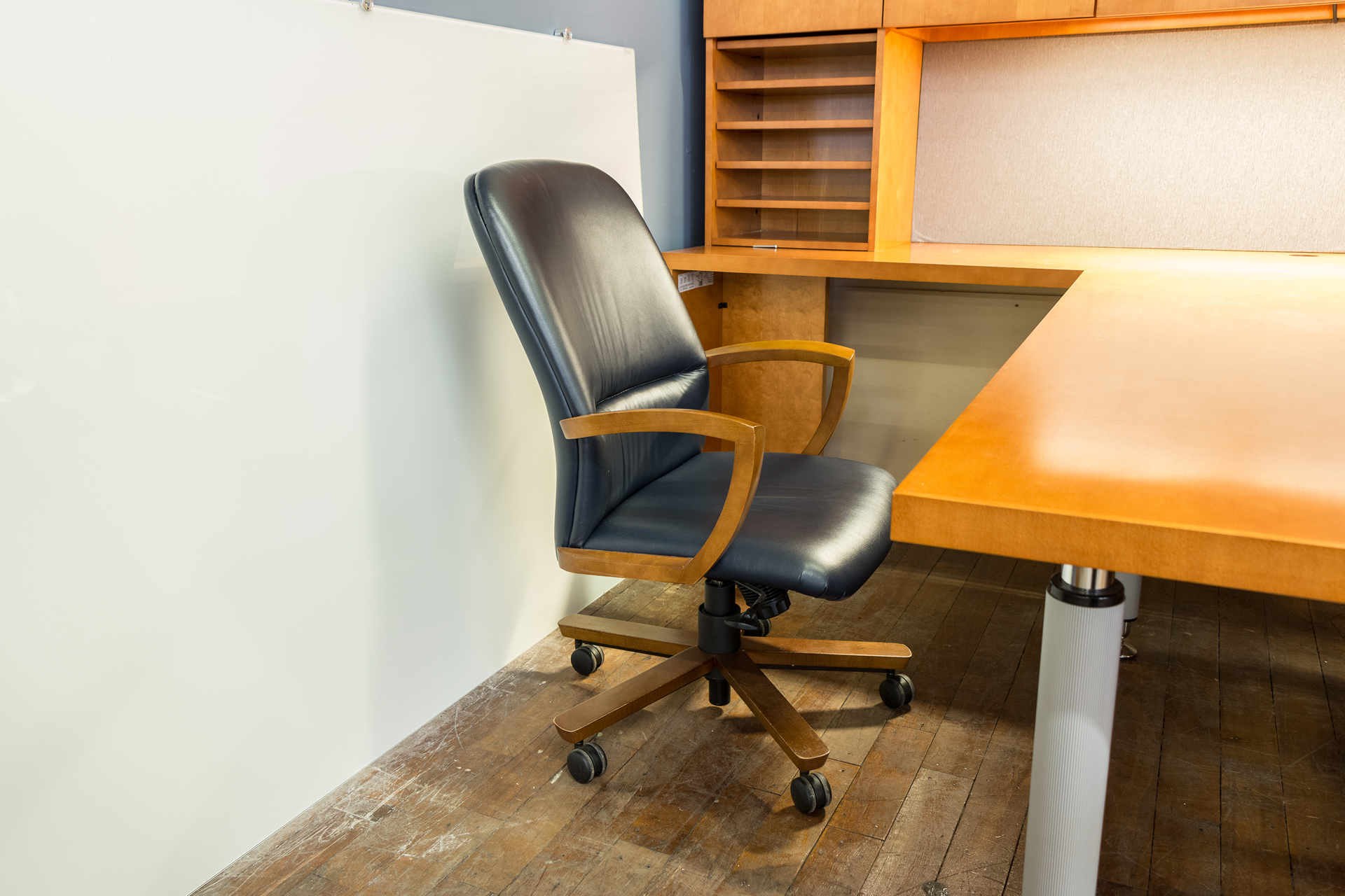 peartreeofficefurniture_peartreeofficefurniture_peartreeofficefurniture_kimball-triumph-leather-executive-conference-chairs.jpg