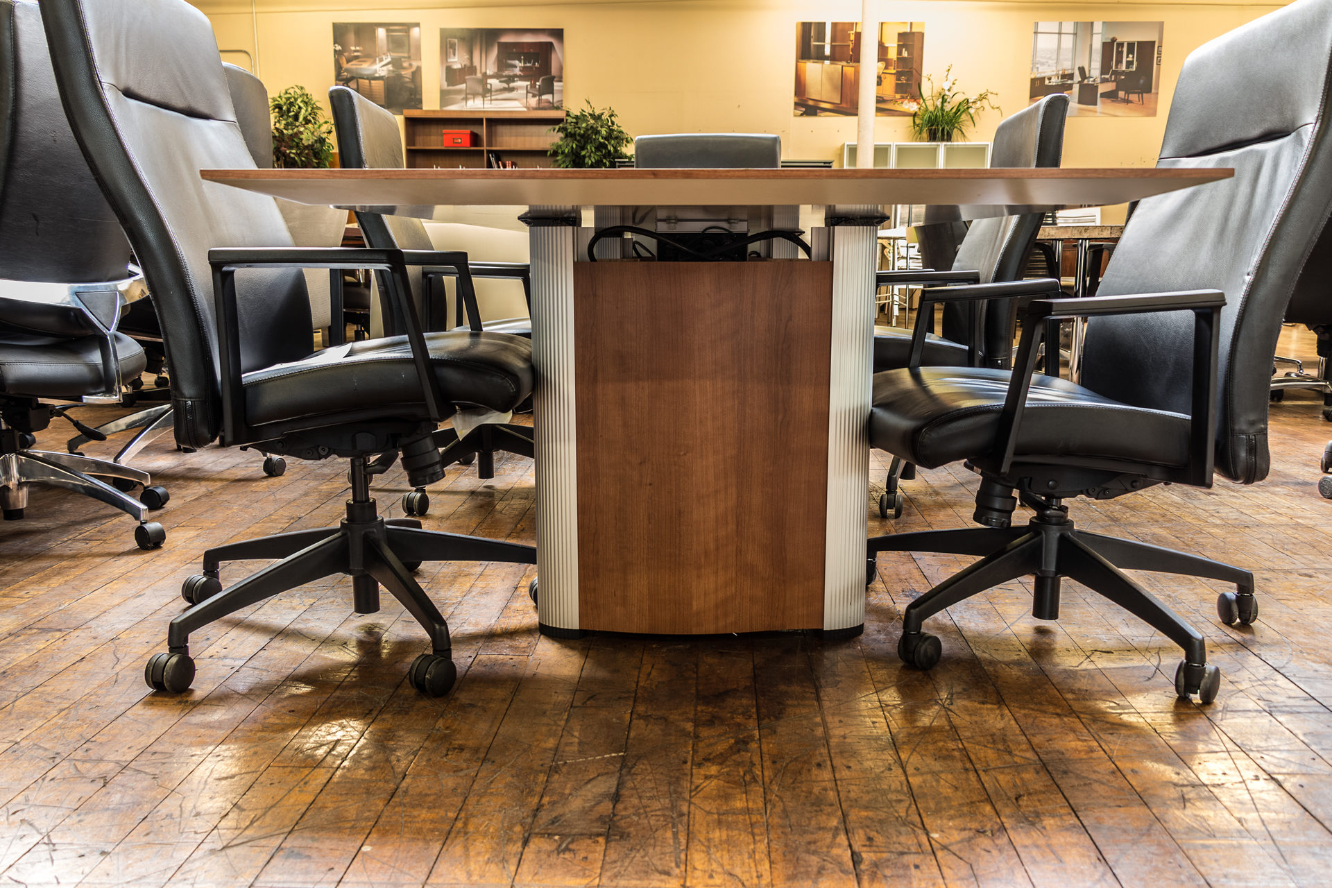 peartreeofficefurniture_peartreeofficefurniture_peartreeofficefurniture_nienkamper-vox-8-x-3-5-cherry-laminate-tapered-edge-conference-table-3.jpg