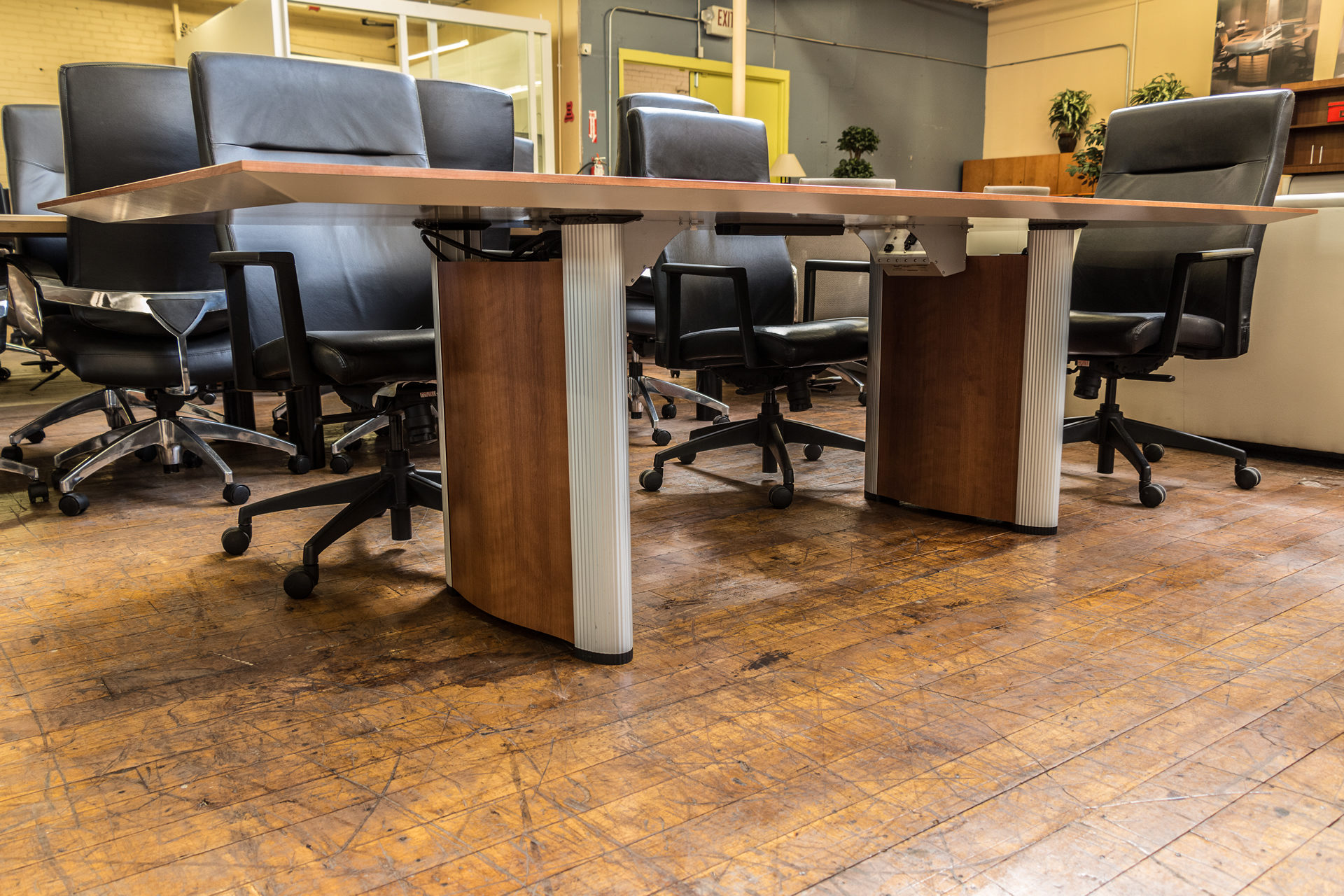 peartreeofficefurniture_peartreeofficefurniture_peartreeofficefurniture_nienkamper-vox-8-x-3-5-cherry-laminate-tapered-edge-conference-table-4.jpg