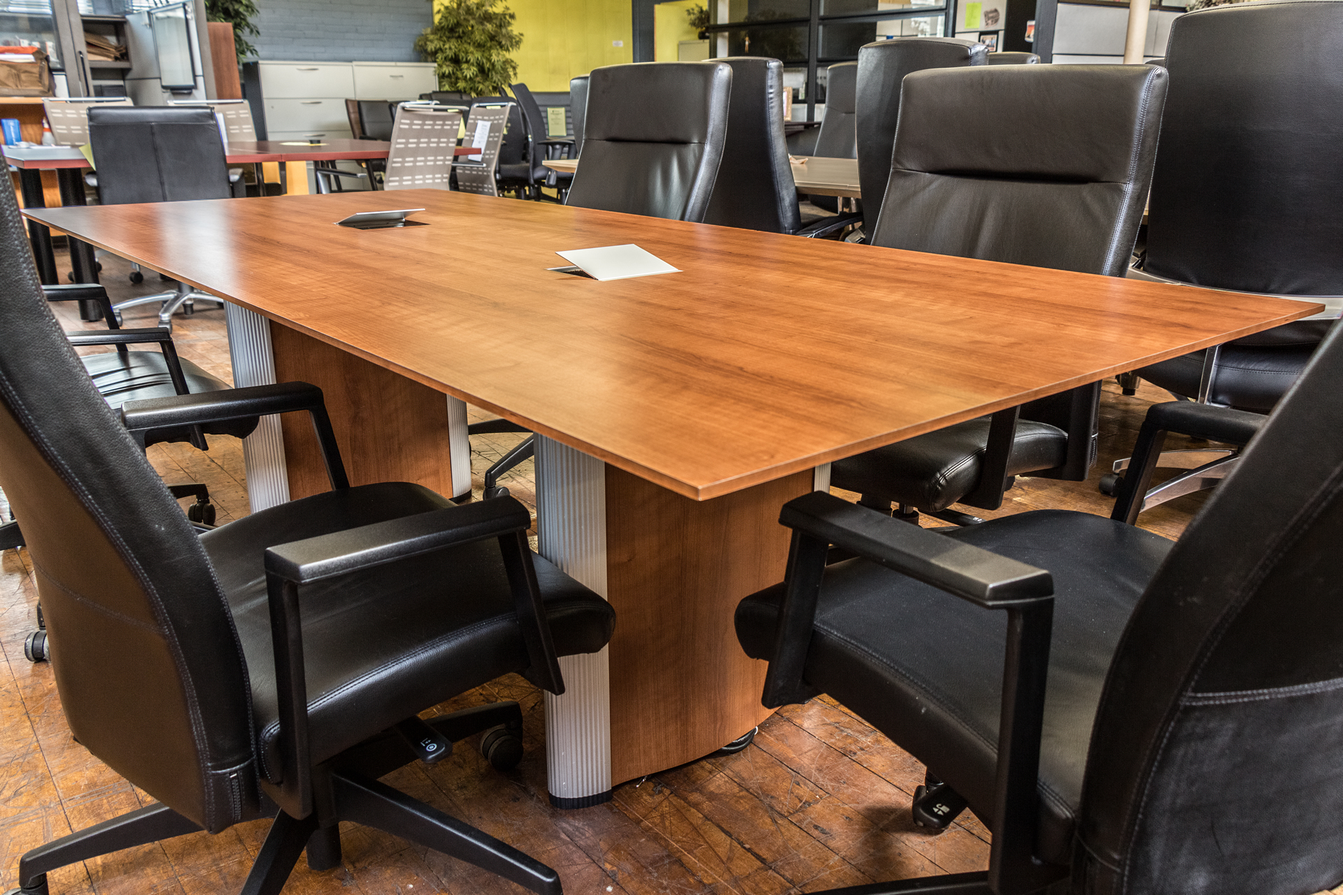 peartreeofficefurniture_peartreeofficefurniture_peartreeofficefurniture_nienkamper-vox-8-x-3-5-cherry-laminate-tapered-edge-conference-table-8.jpg