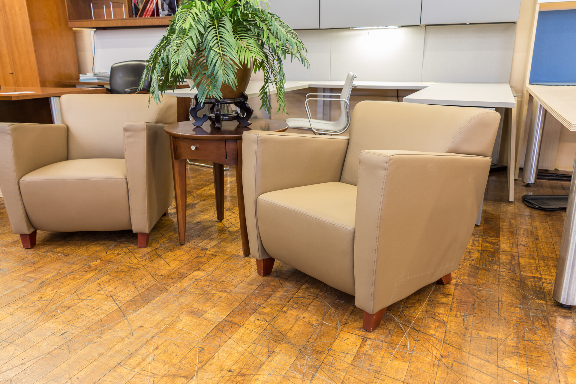 peartreeofficefurniture_peartreeofficefurniture_peartreeofficefurniture_office-star-lounge-taupe-leather-club-chairs-2.jpg