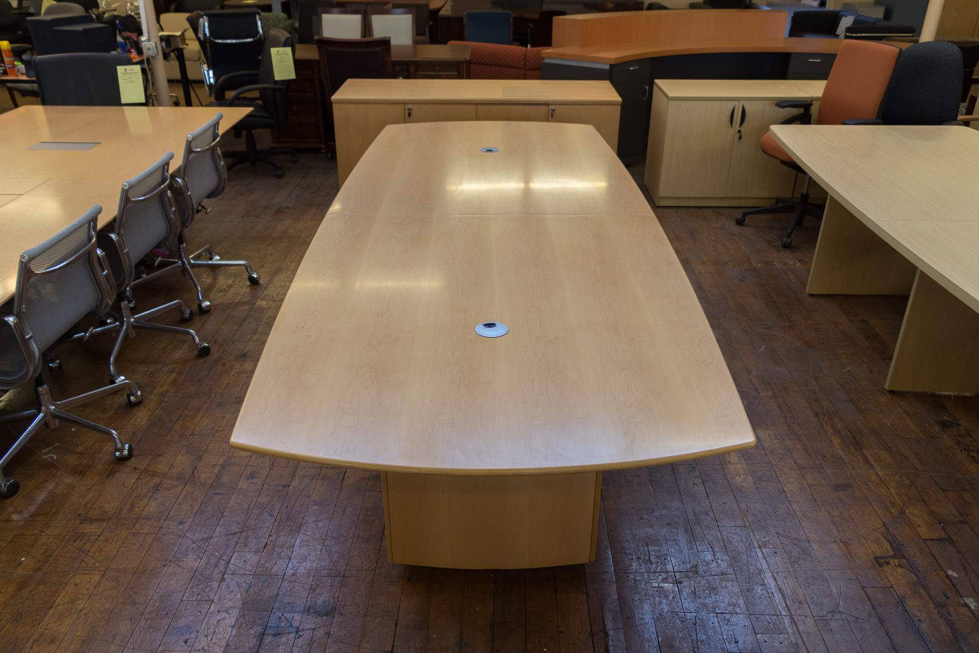peartreeofficefurniture_peartreeofficefurniture_peartreeofficefurniture_peartree-sienna-series-boat-shaped-wood-conference-table-1.jpg