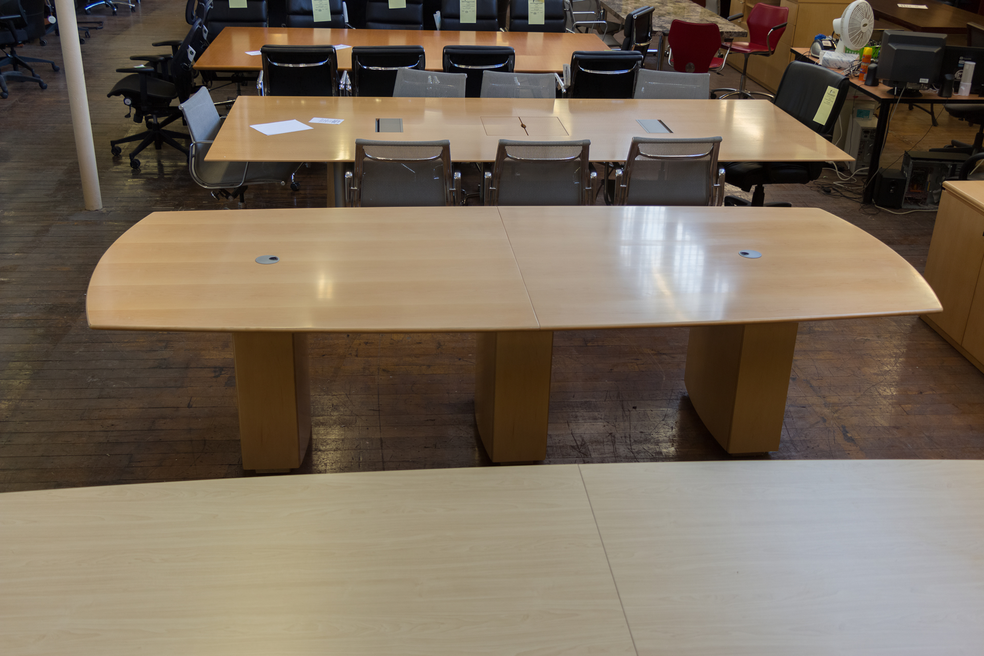 peartreeofficefurniture_peartreeofficefurniture_peartreeofficefurniture_peartree-sienna-series-boat-shaped-wood-conference-table-2.jpg