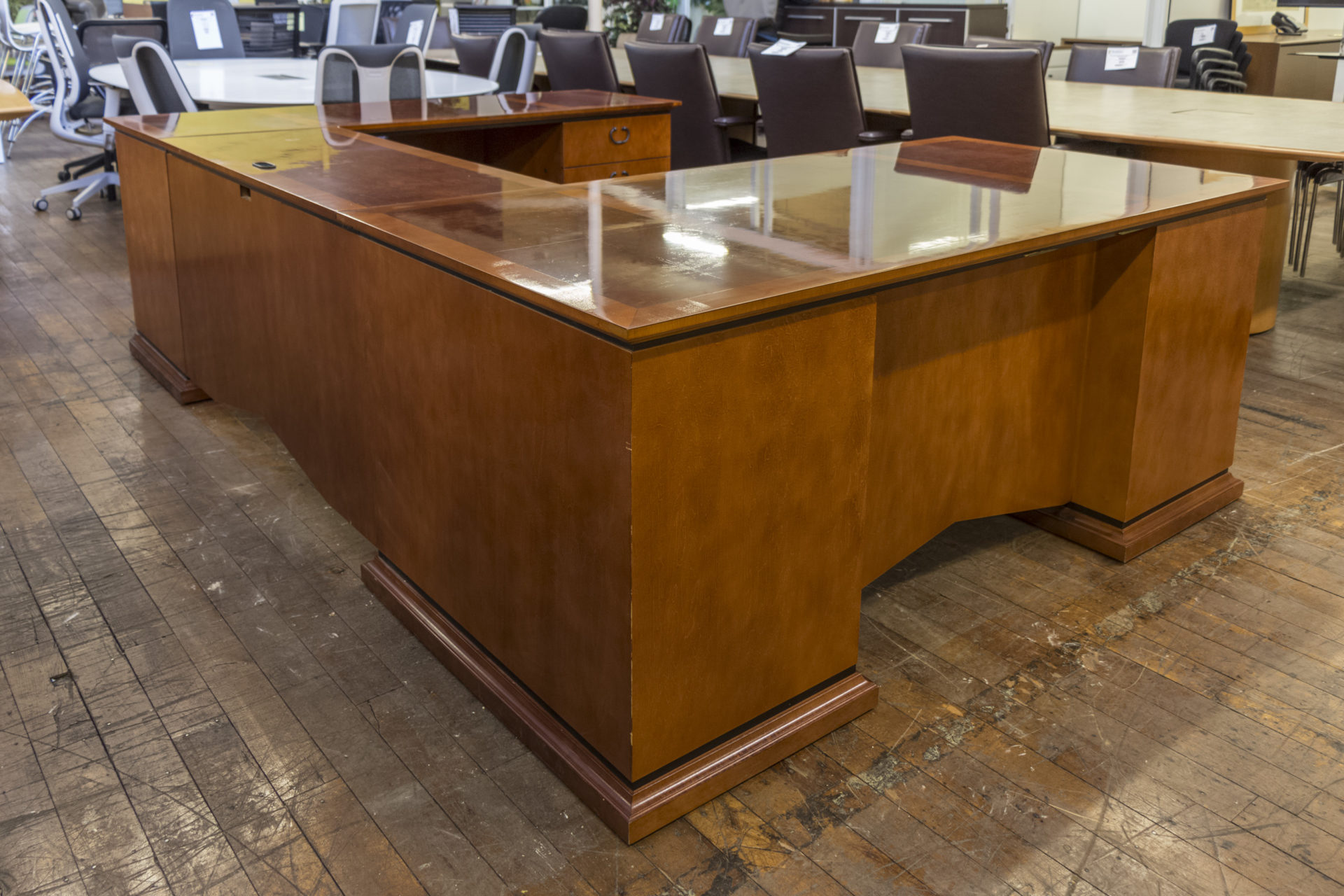 Paoli Private Office U-Shaped Desk with Matching 36″ Lateral File