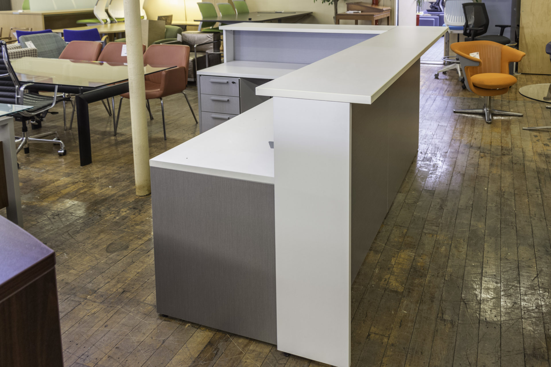 Teknion Expansion 8.5′ x 7′ L-Shaped Reception Station