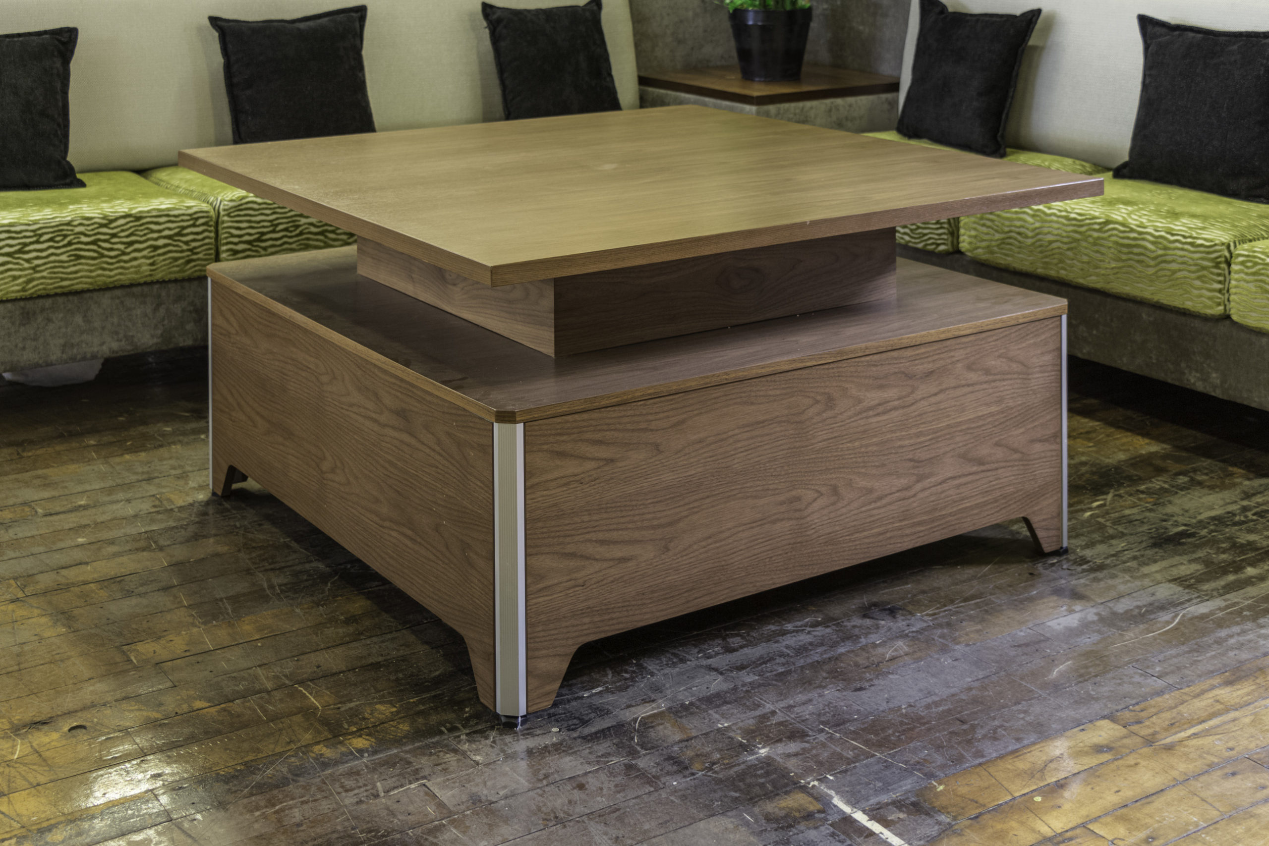 Dauphin Blend Lounge Height Table