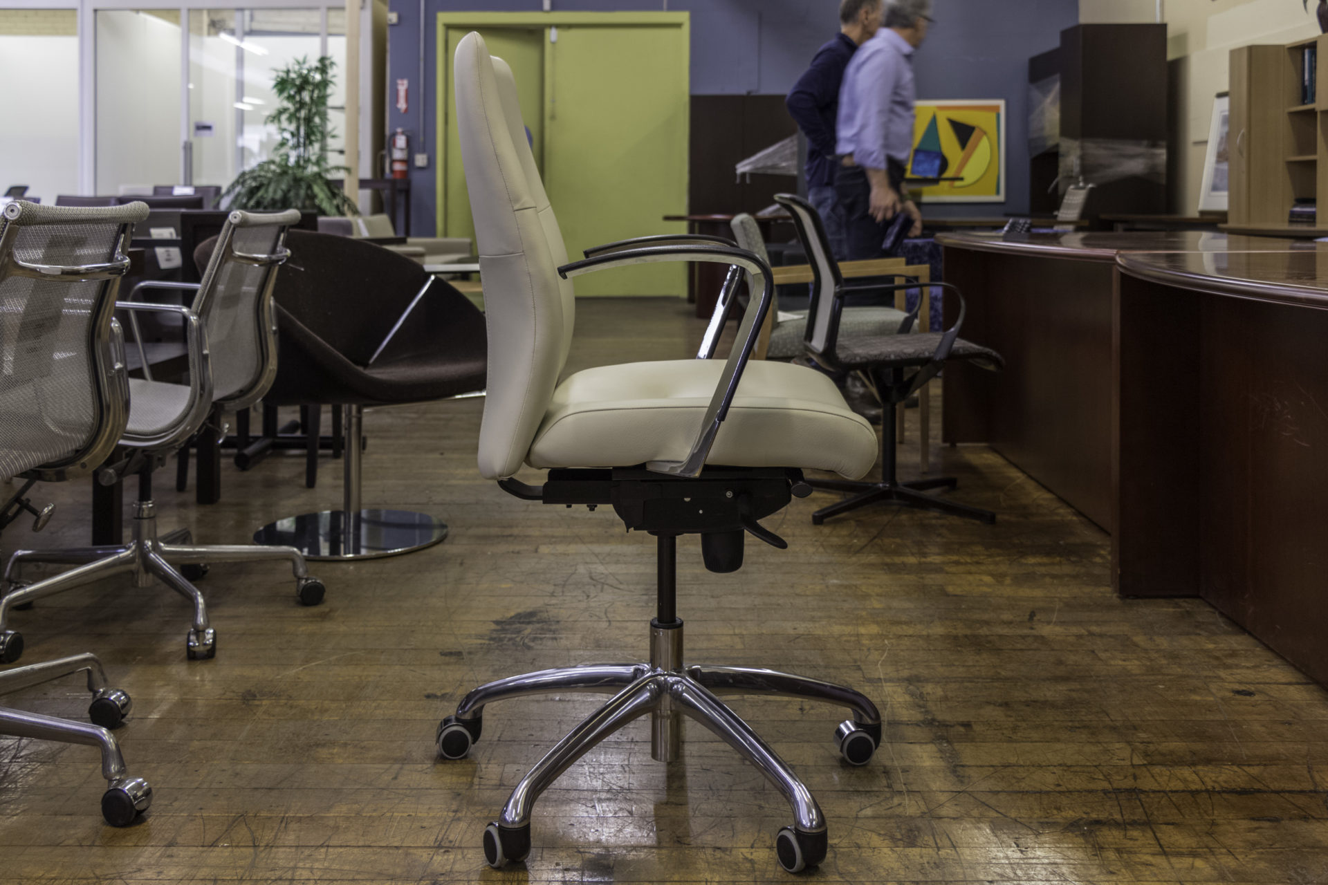 Krug Dorso Mid-Back Leather Conference Chairs
