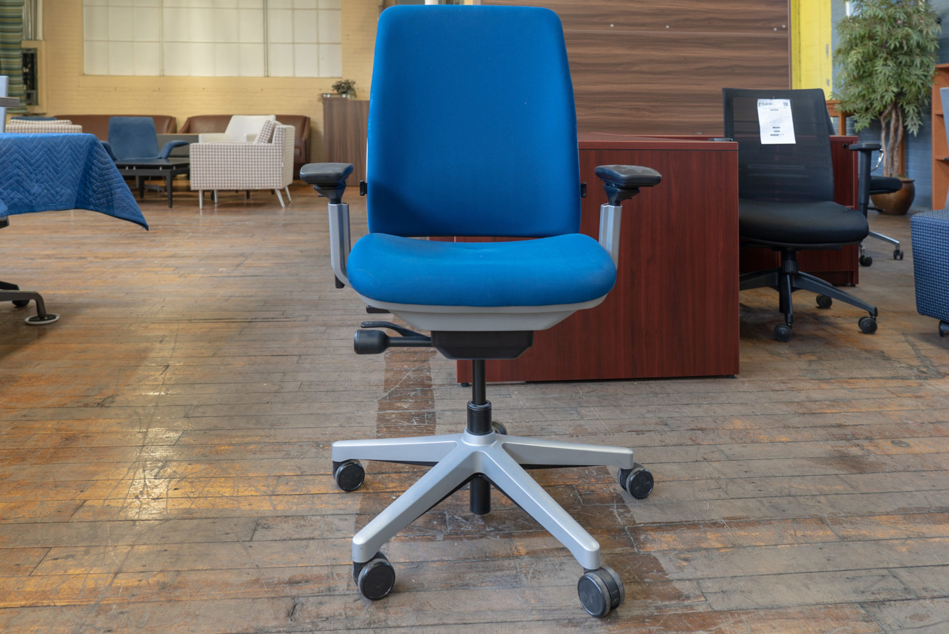 steelcase-amia-task-chairs