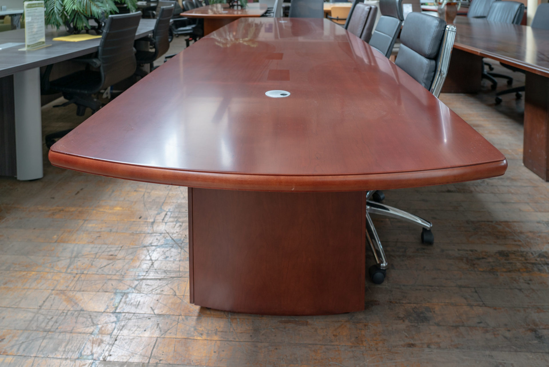 peartree-14-cherry-veneer-boat-shaped-conference-tables
