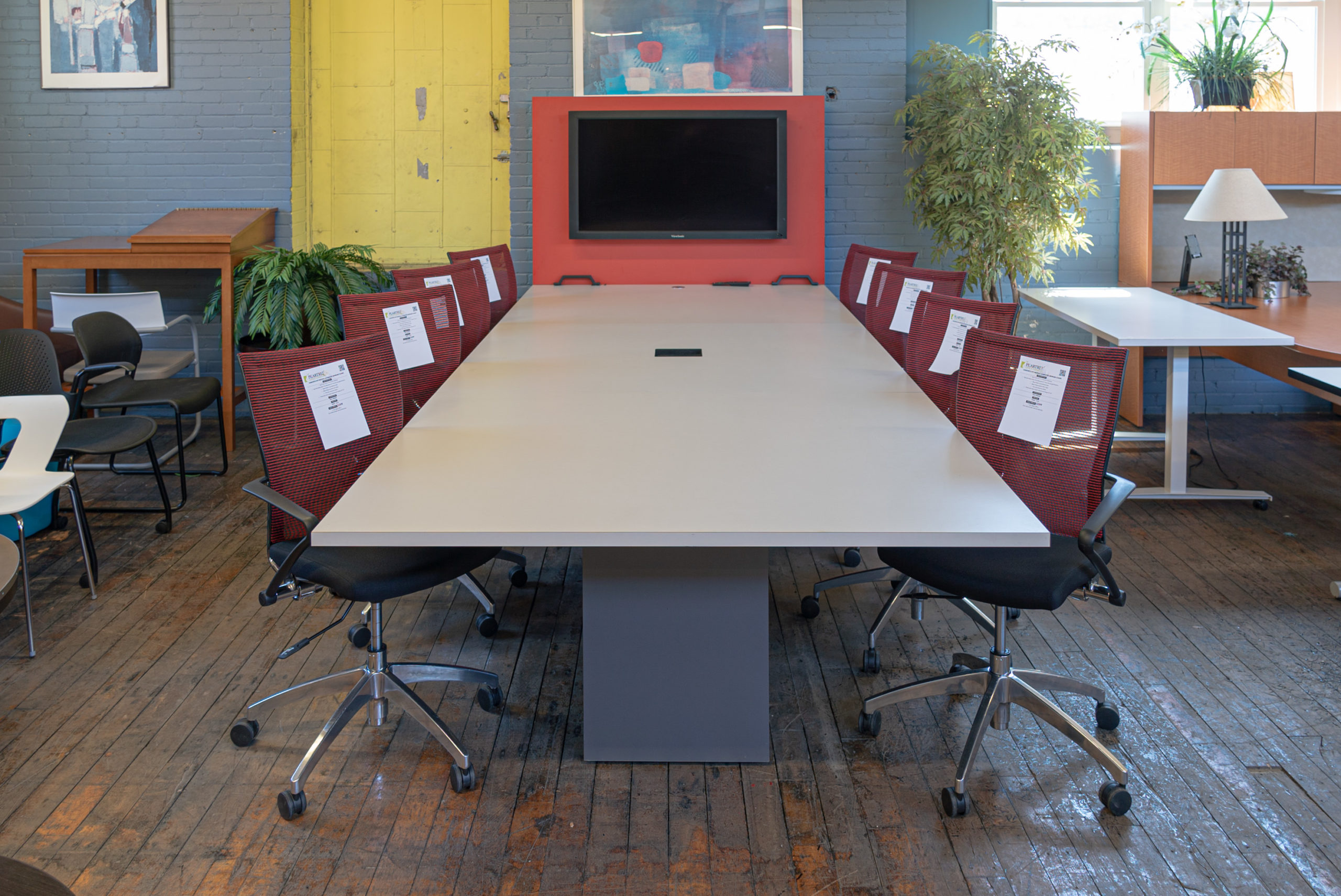 haworth-12-teleconference-table-with-vesa-screen-mount