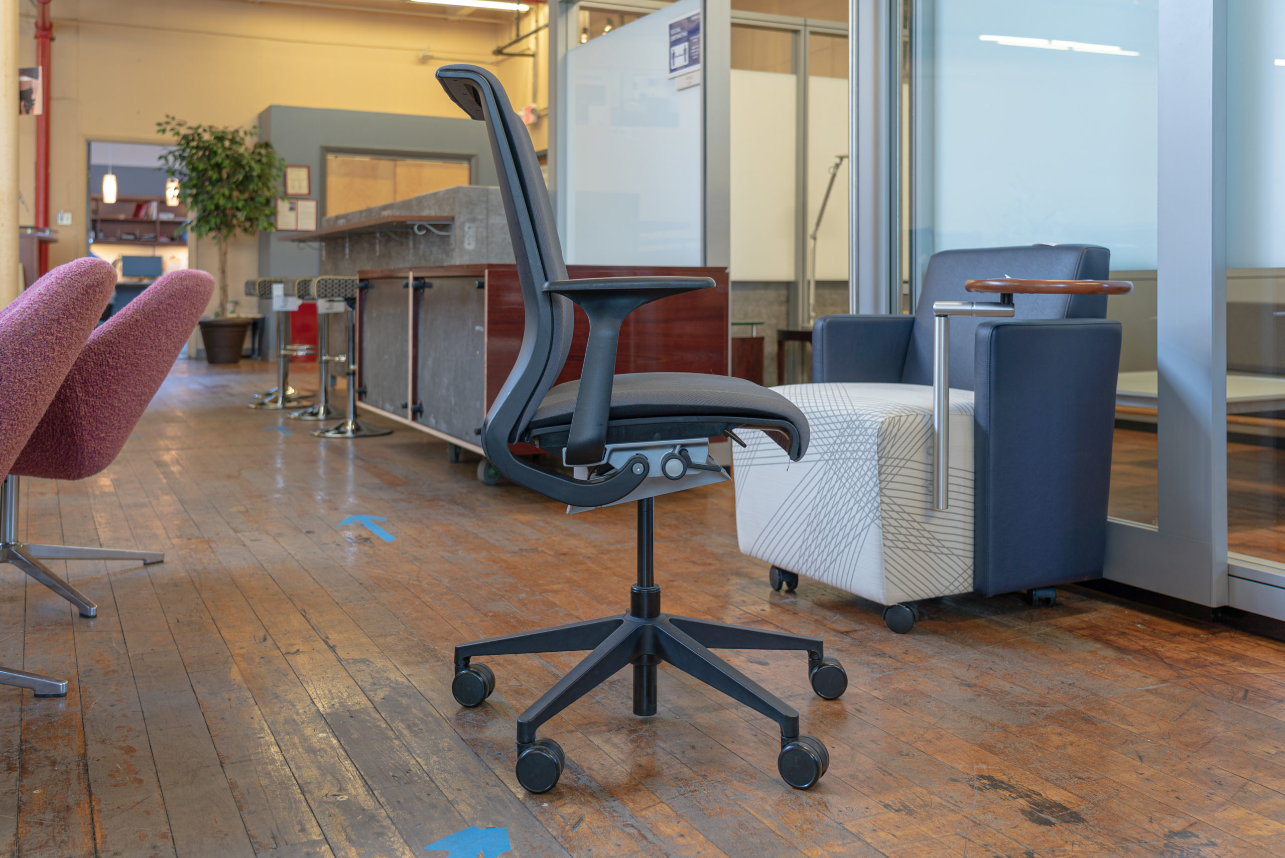 steelcase-think-v1-conference-chairs