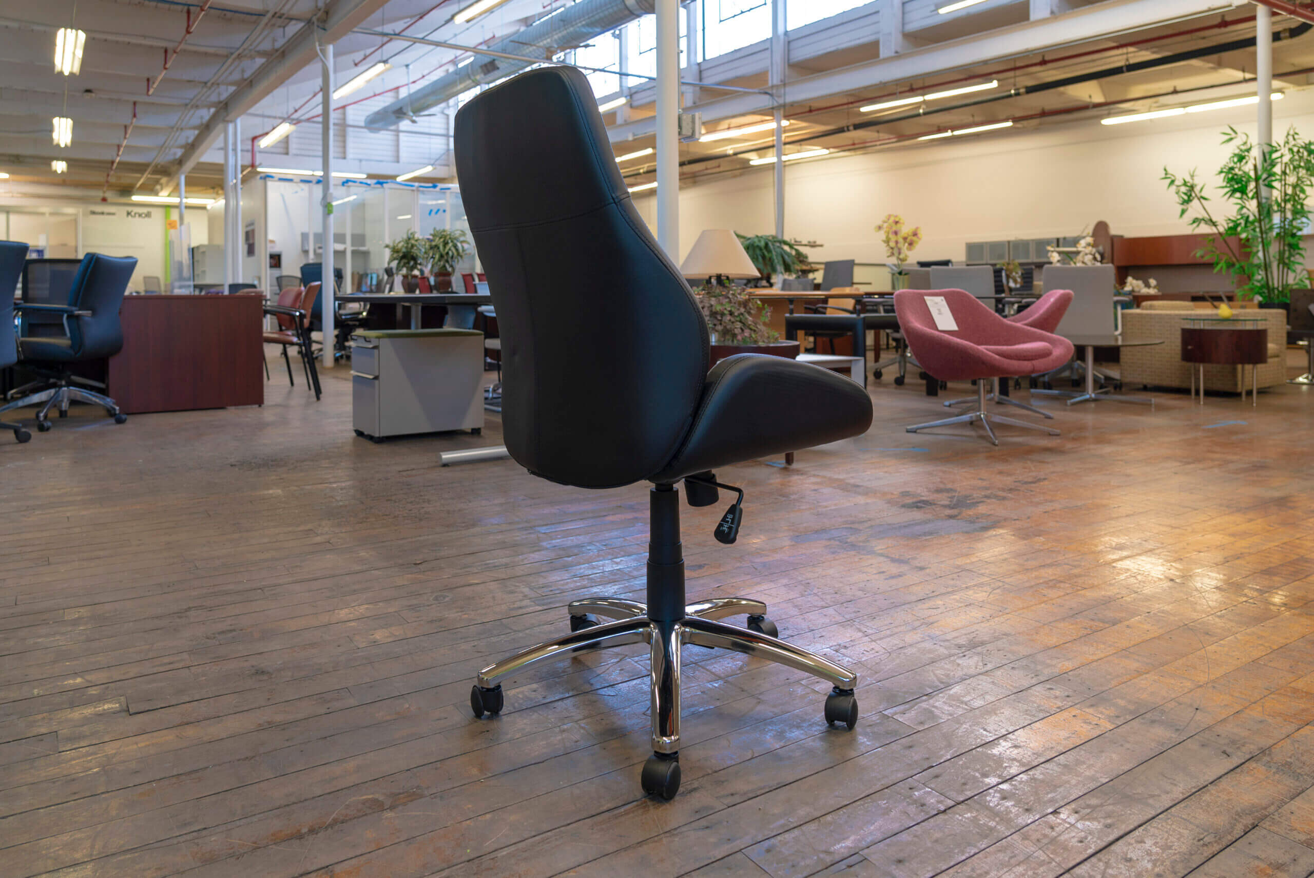 peartree-office-warren-series-conference-tilter-chairs