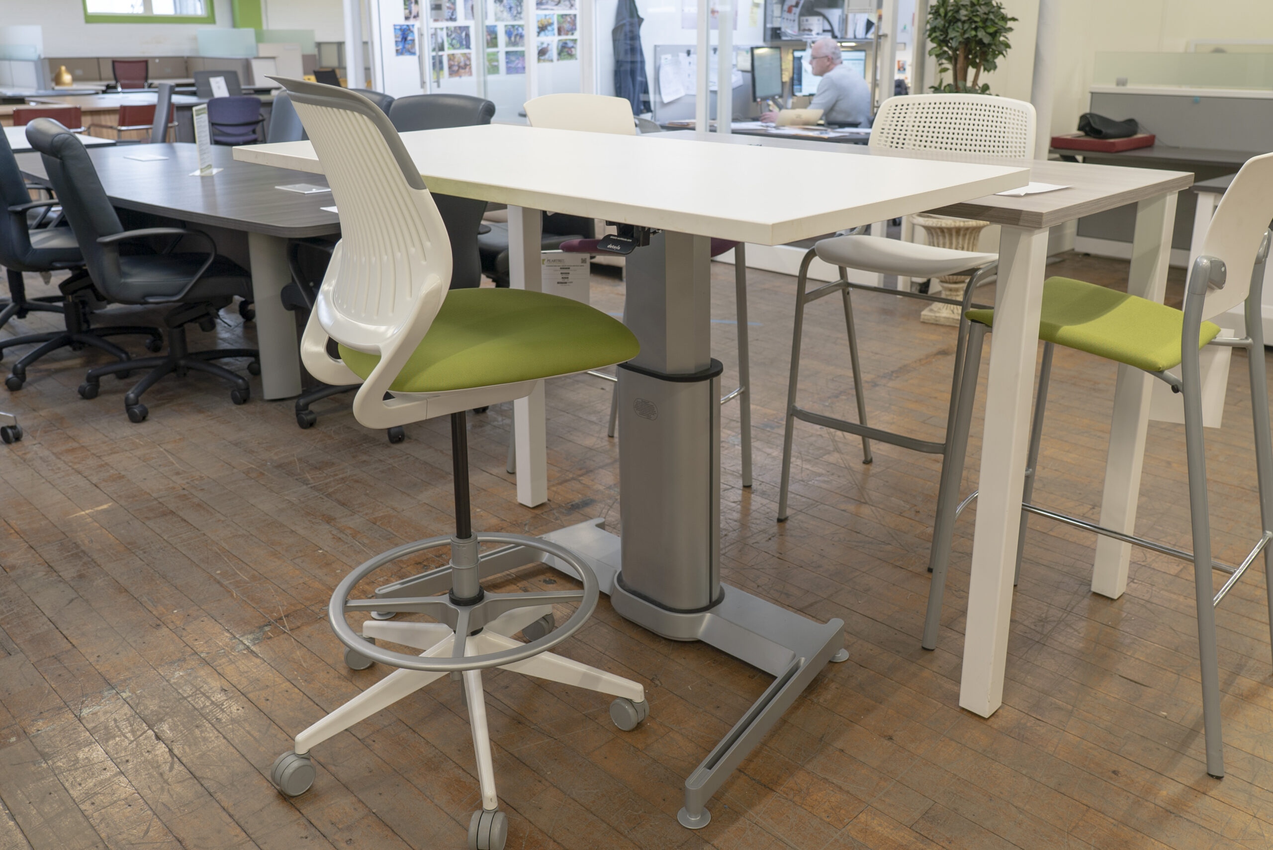 Steelcase Airtouch Pneumatic Height Adkj