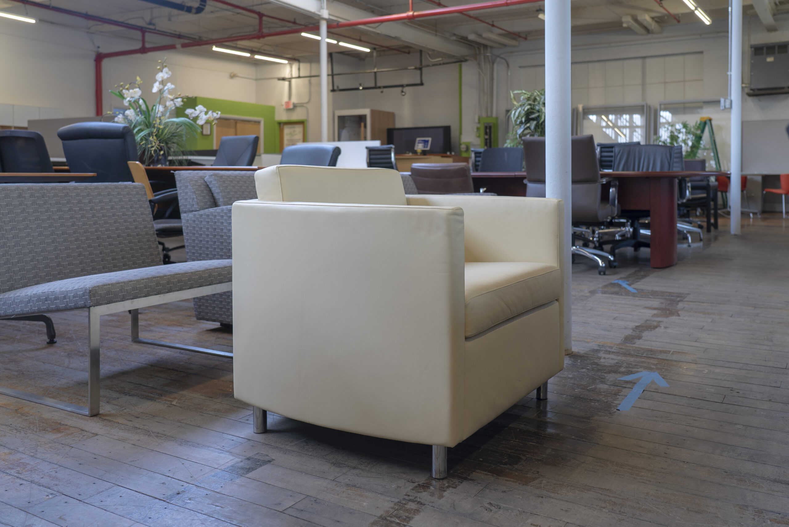 bernhardt-design-oxford-leather-lounge-chairs